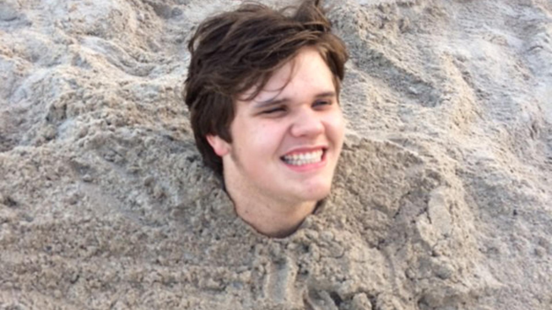 Teen develops hookworm after being buried in sand in Florida