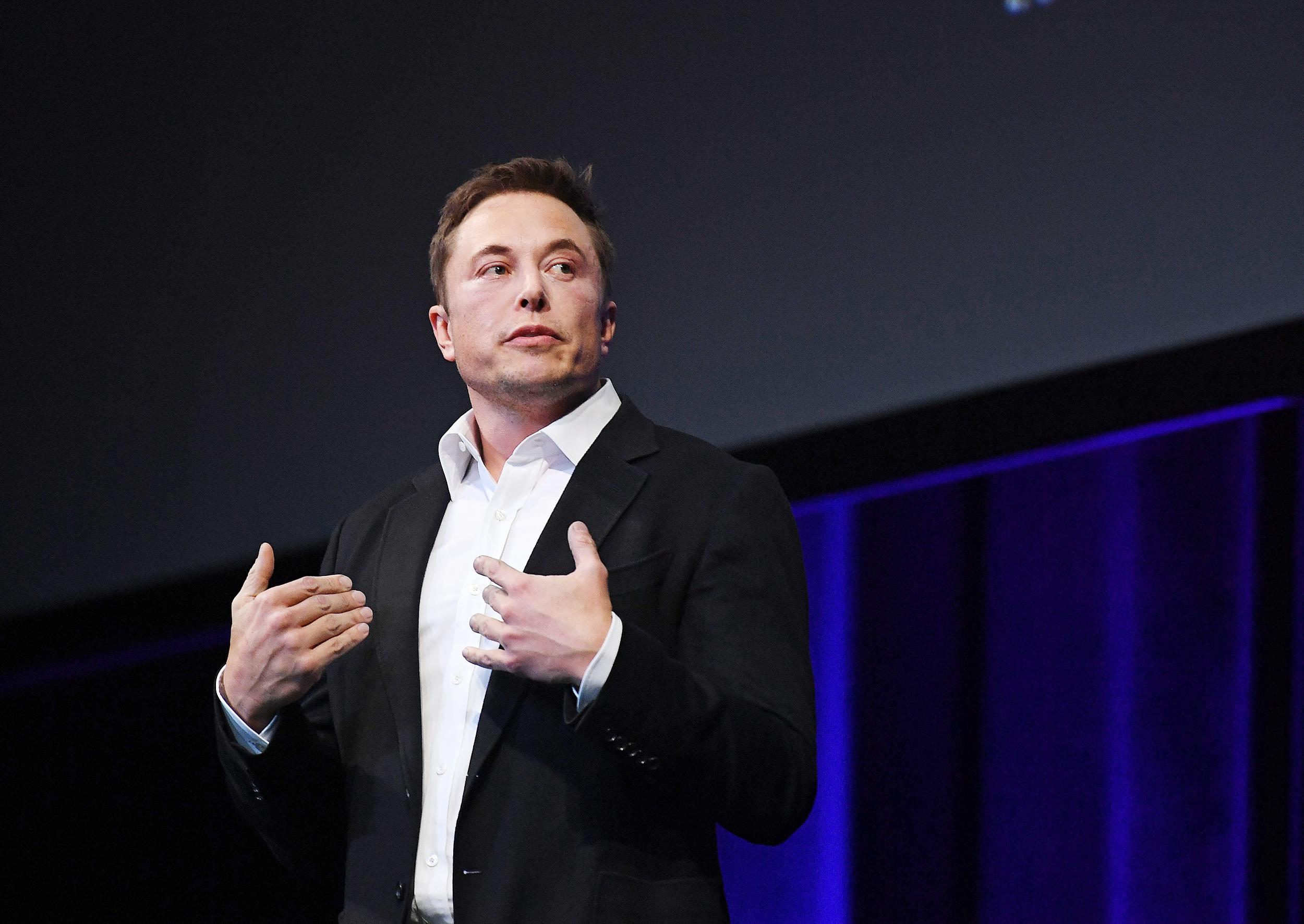 Elon-Musk-tweets-he's-'considering'-taking-Tesla-private