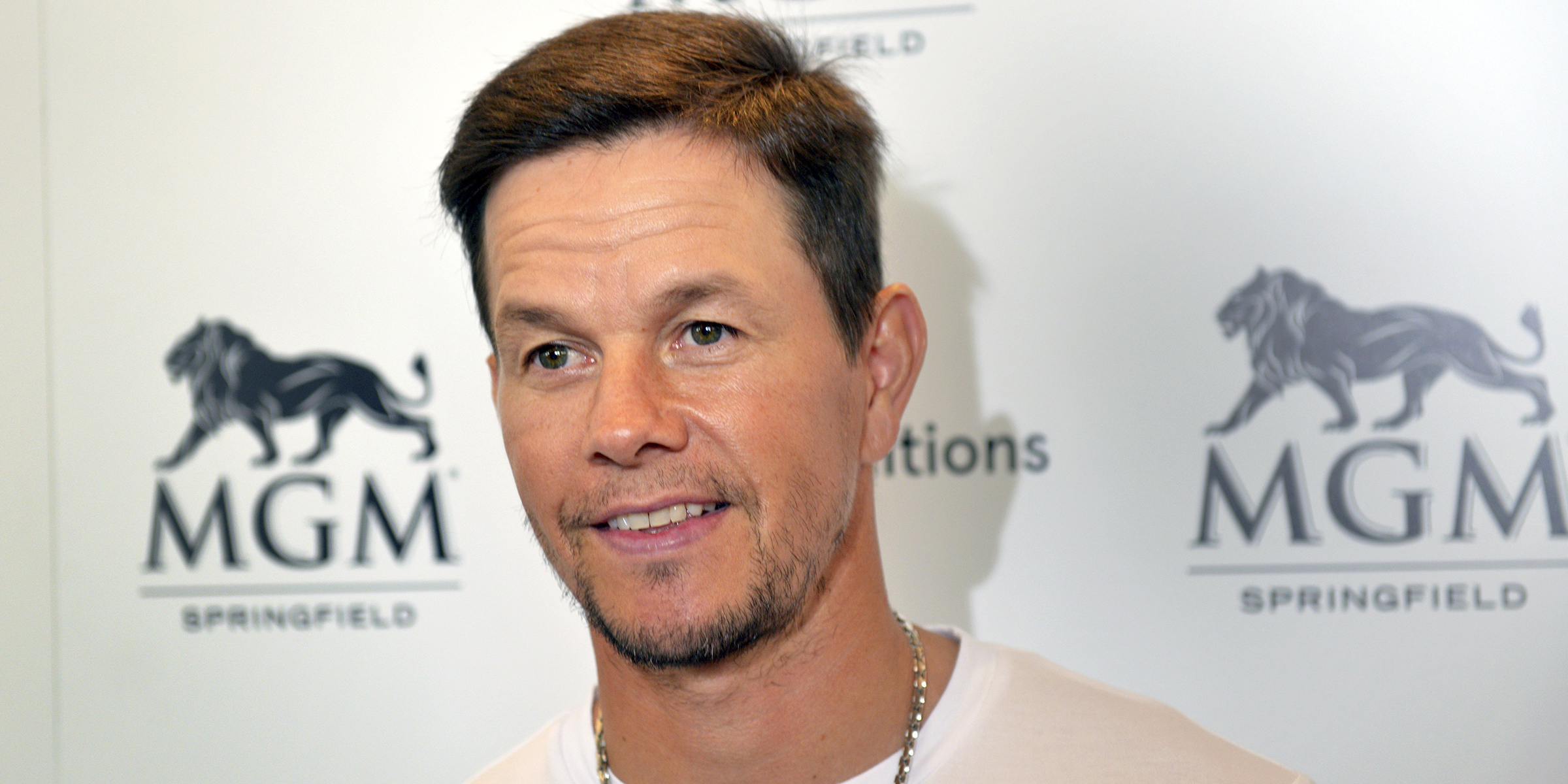 Mark Wahlberg shares rare throwback family pic for brother's wedding anniversary
