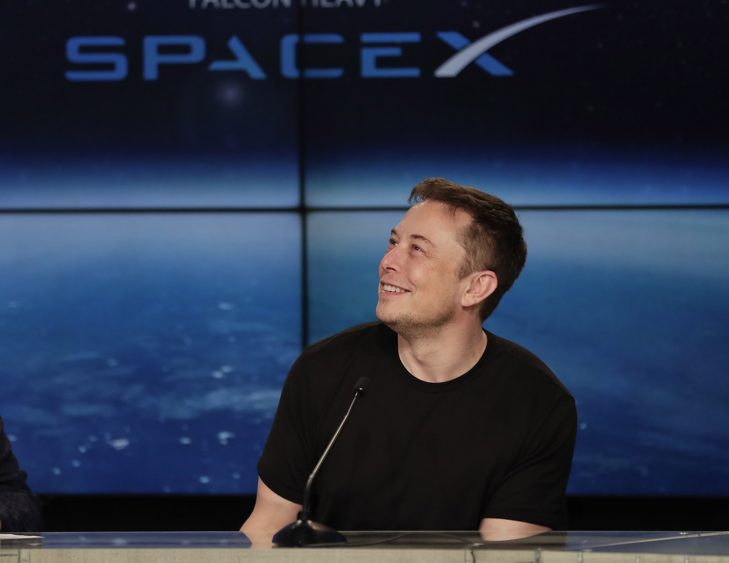 Watch Spacex Ceo Elon Musk Reveal Identity Of Space Tourist Who Will Fly Around The Moon