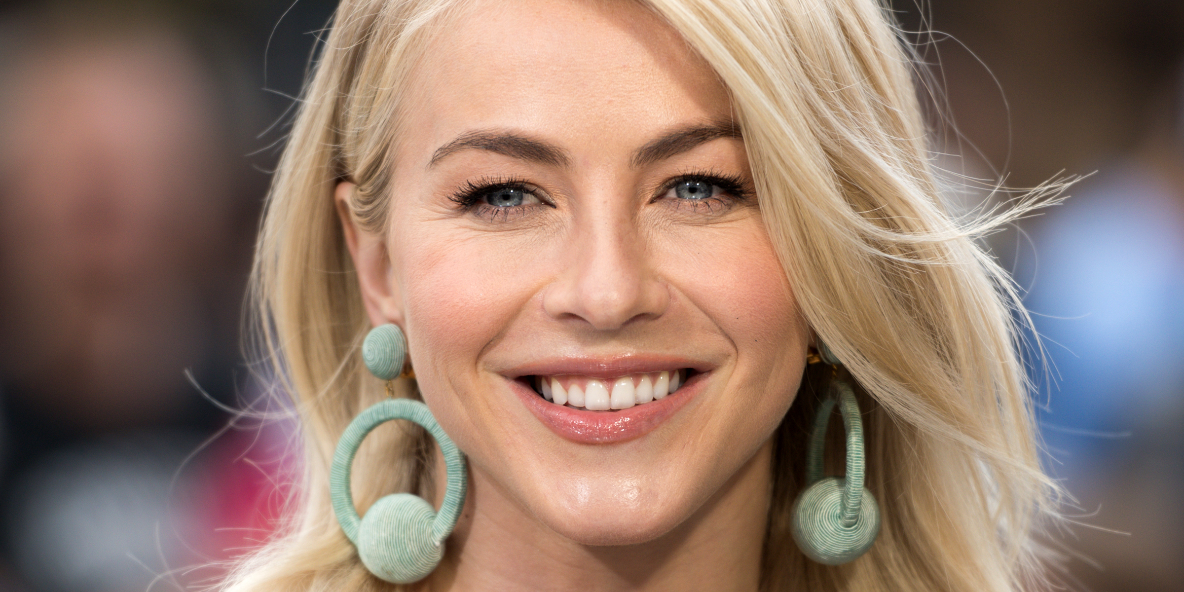 Julianne Hough Has A Bob Haircut With Bangs Now