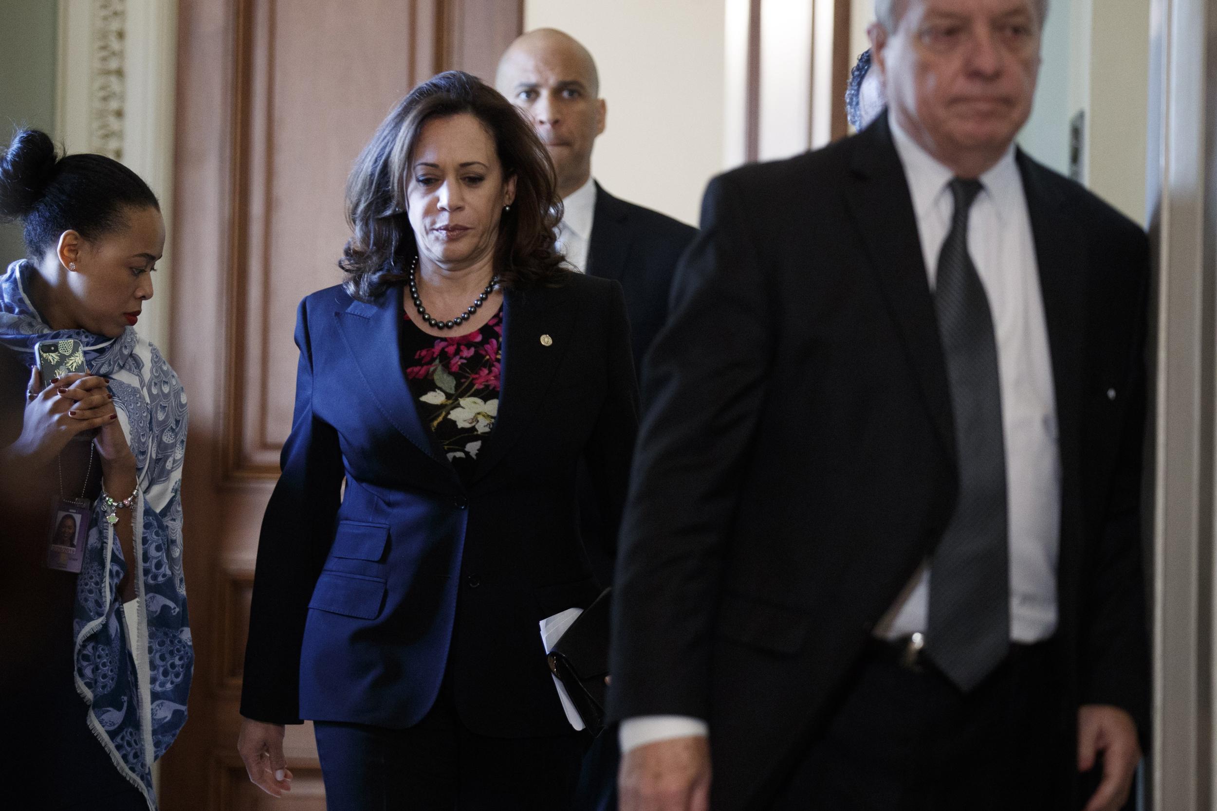 Senior Adviser To Sen Kamala Harris Resigns After Report Of 400 000 Harassment Settlement