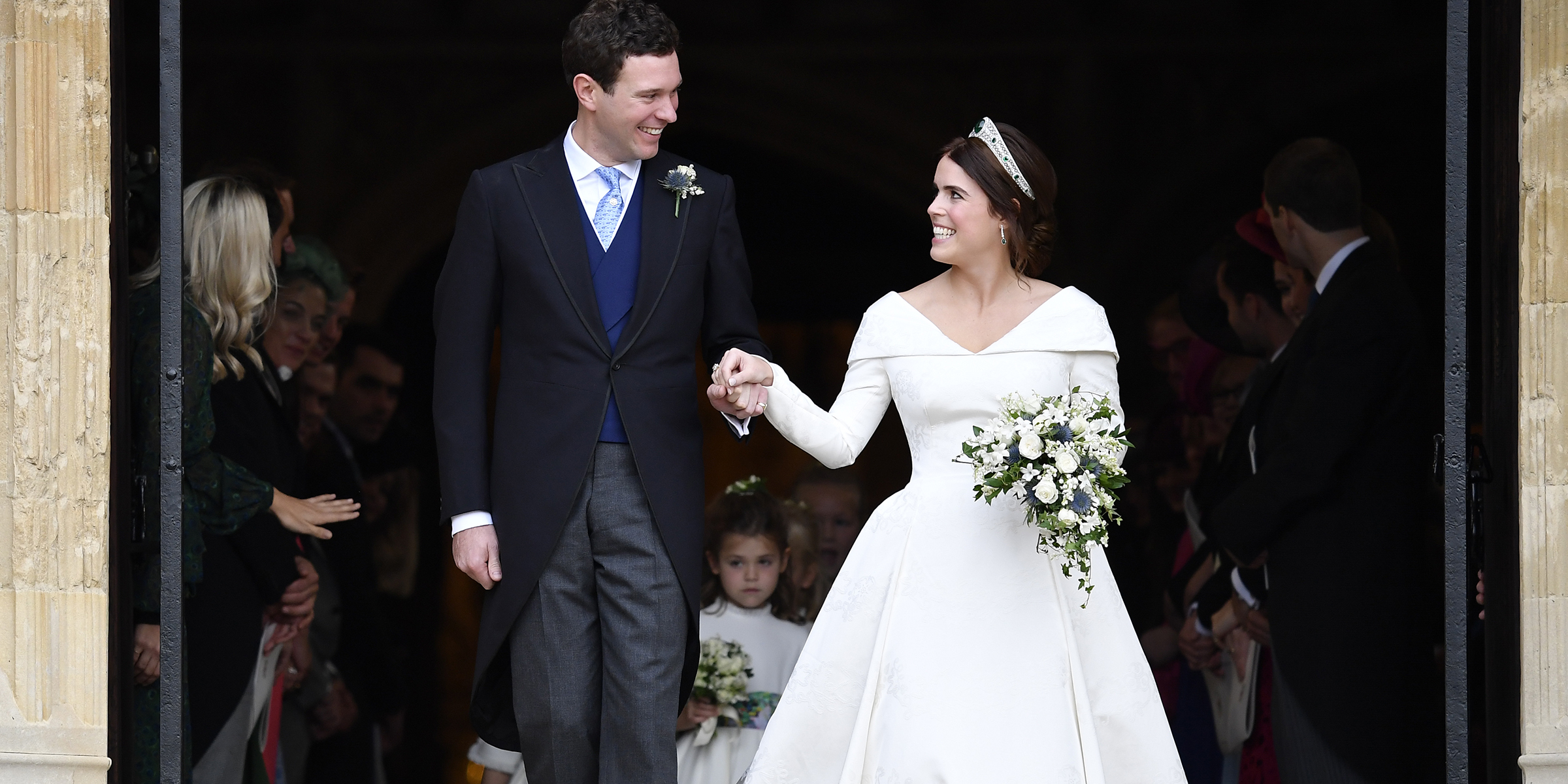 Princess Eugenie Wedding.Princess Eugenie S Royal Wedding Dress Shows Off Scoliosis Back