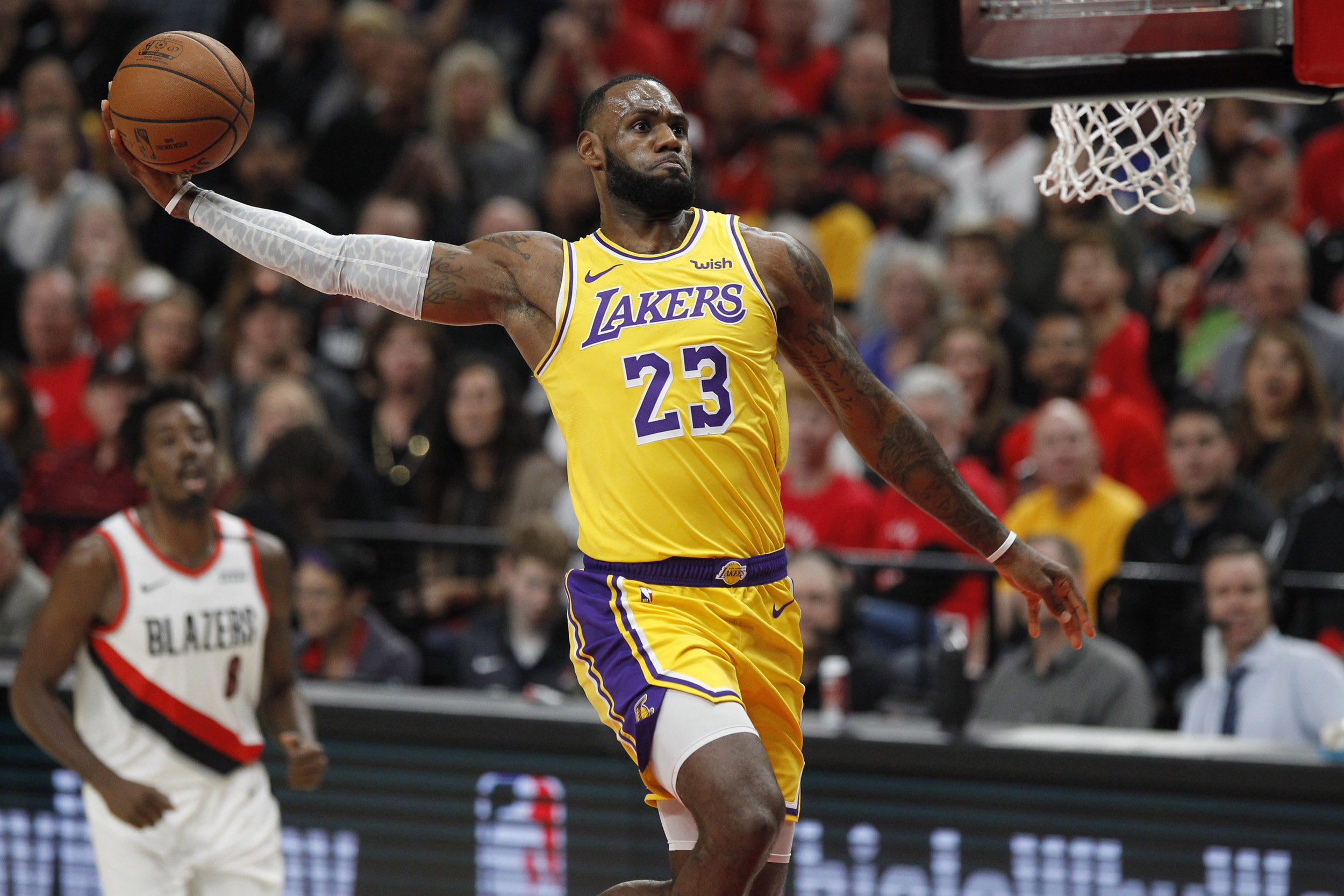 LeBron-dunks-his-way-to-26-in-loss-to-Blazers-on-Lakers-debut-