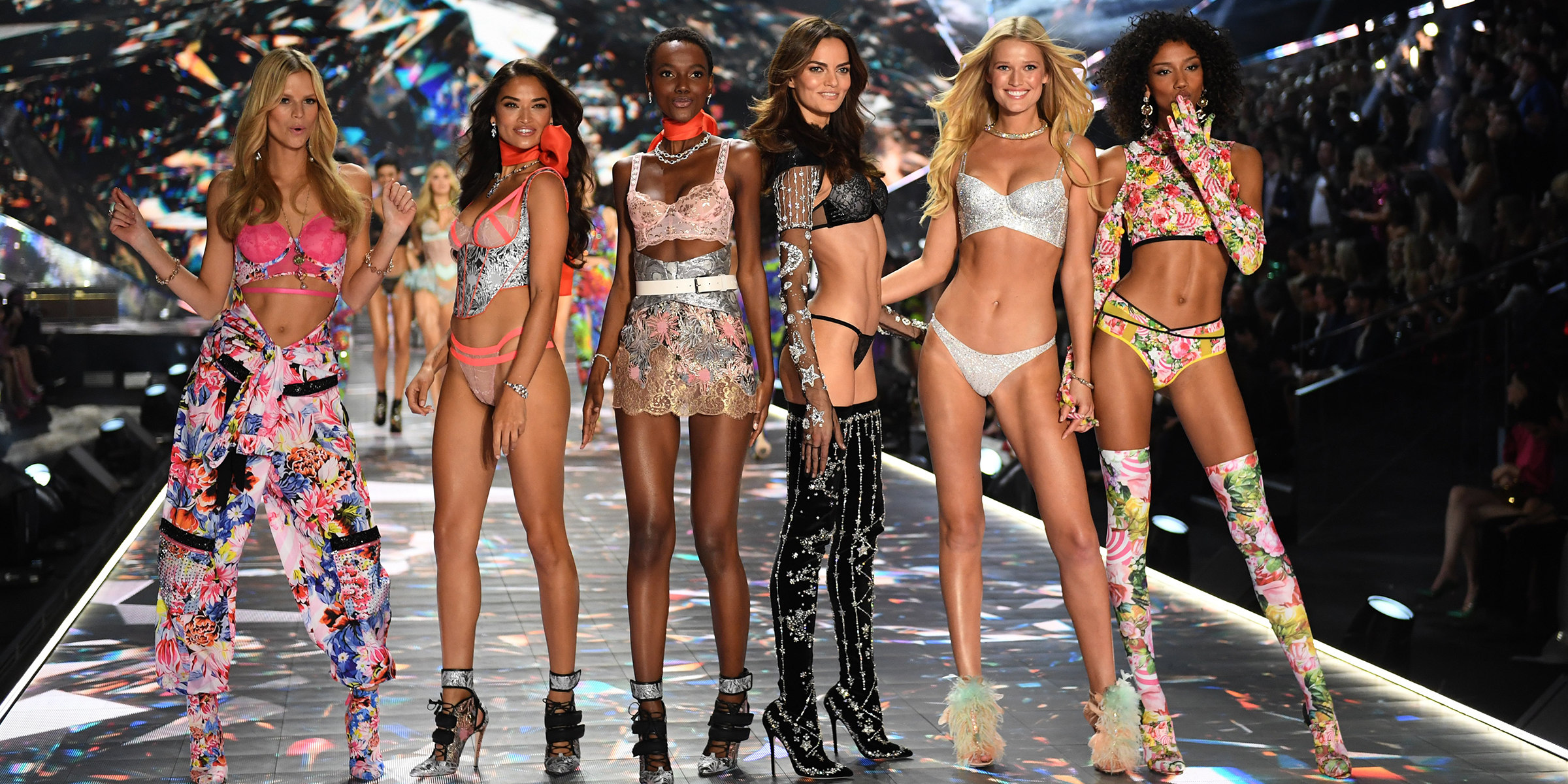 See The Victoria S Secret Fashion Show 2018 Looks From The Runway