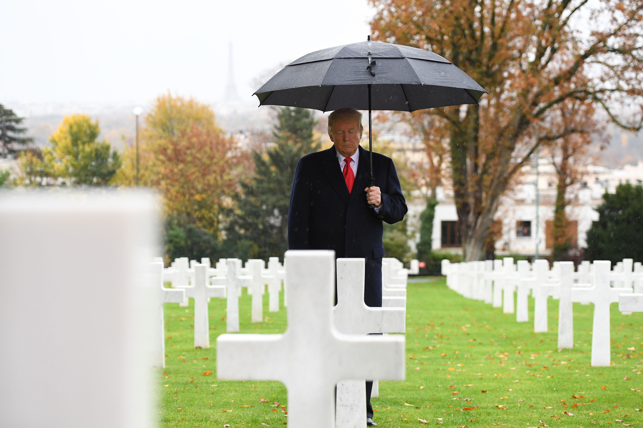 Trump-pays-tribute-to-the-veterans-and-alliances-of-two-world-wars