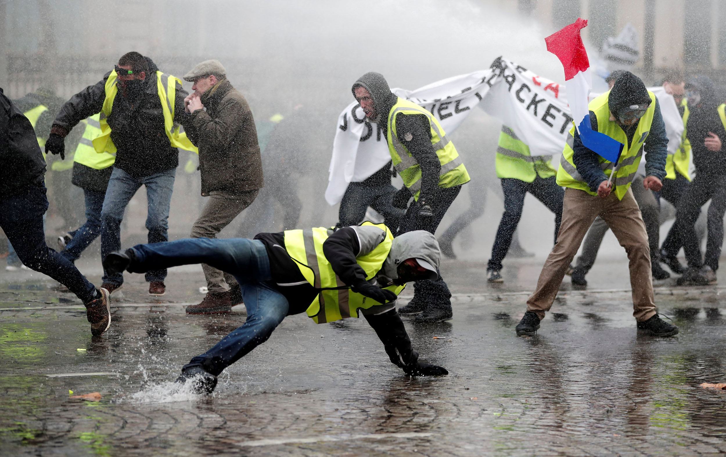 Who are France's 'Yellow Jacket' protesters and what do they want?