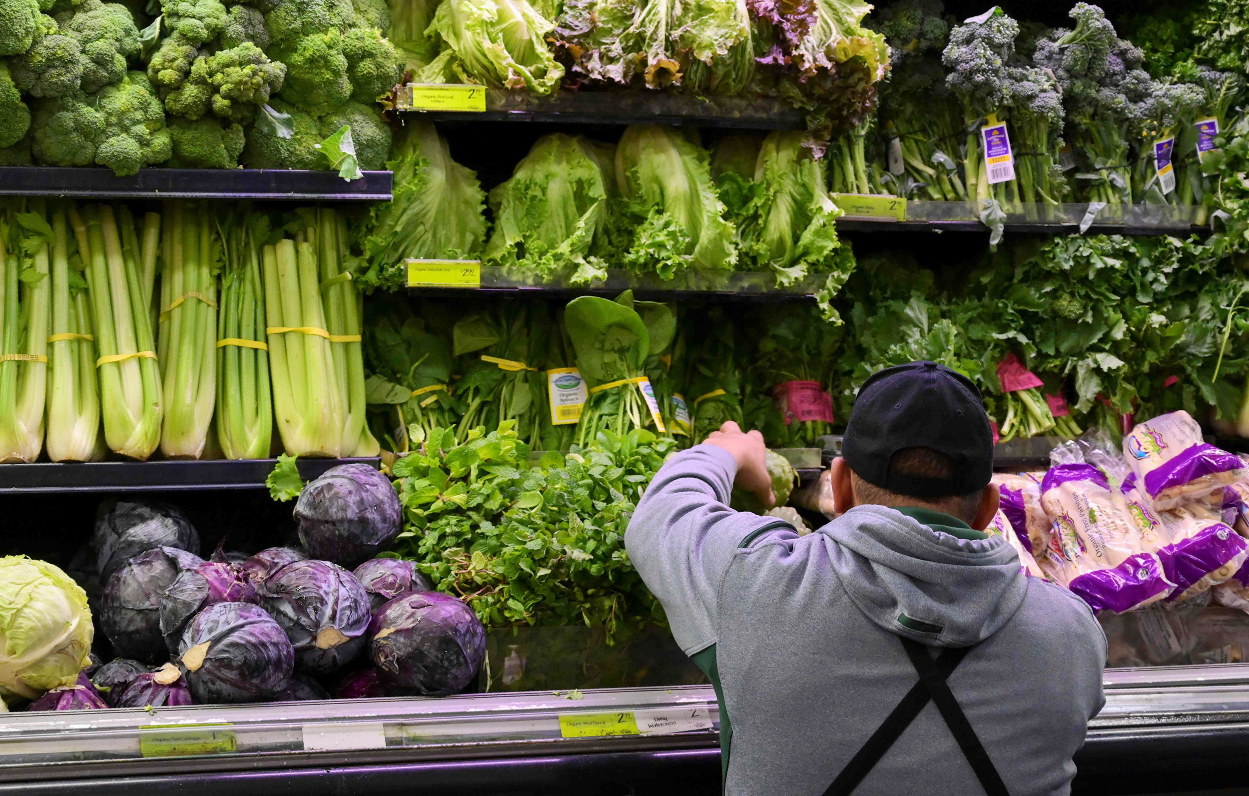 Nine more sickened in E. coli outbreak affecting romaine lettuce, CDC says