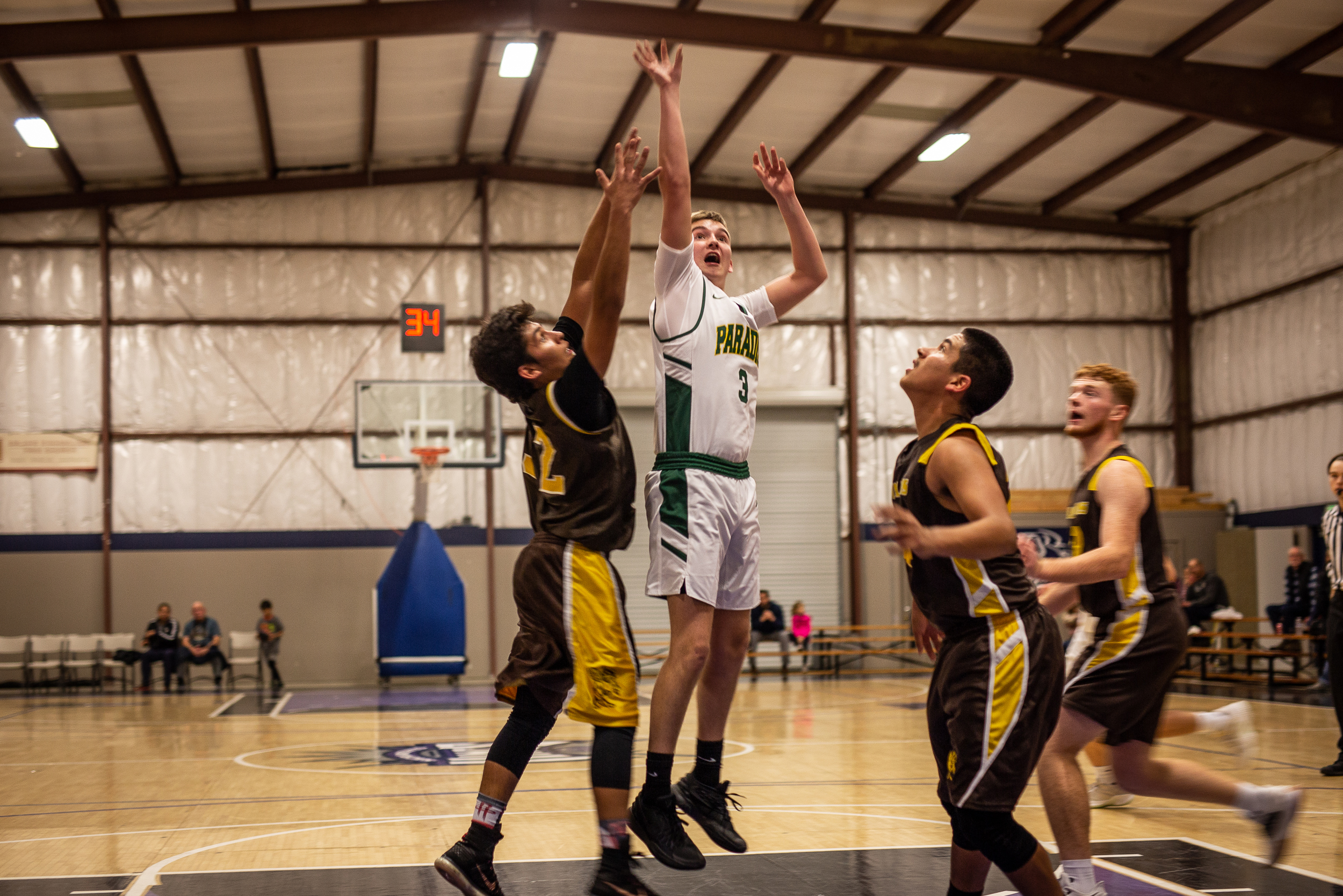 California-town-finds-hope-in-high-school-basketball-team