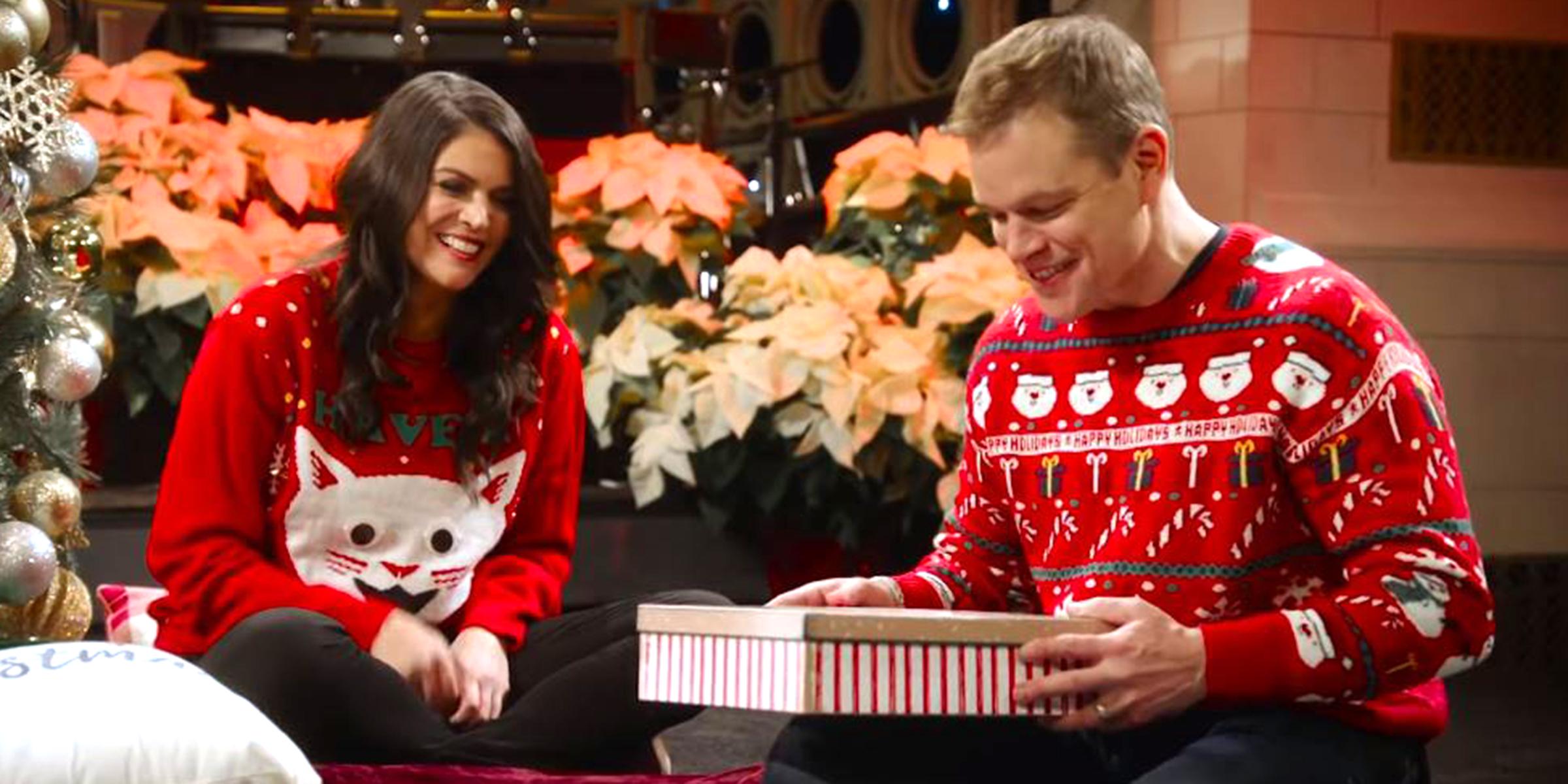 Matt Damon Snl Christmas.Matt Damon S Secret Santa With Snl Cast Did Not Go Well