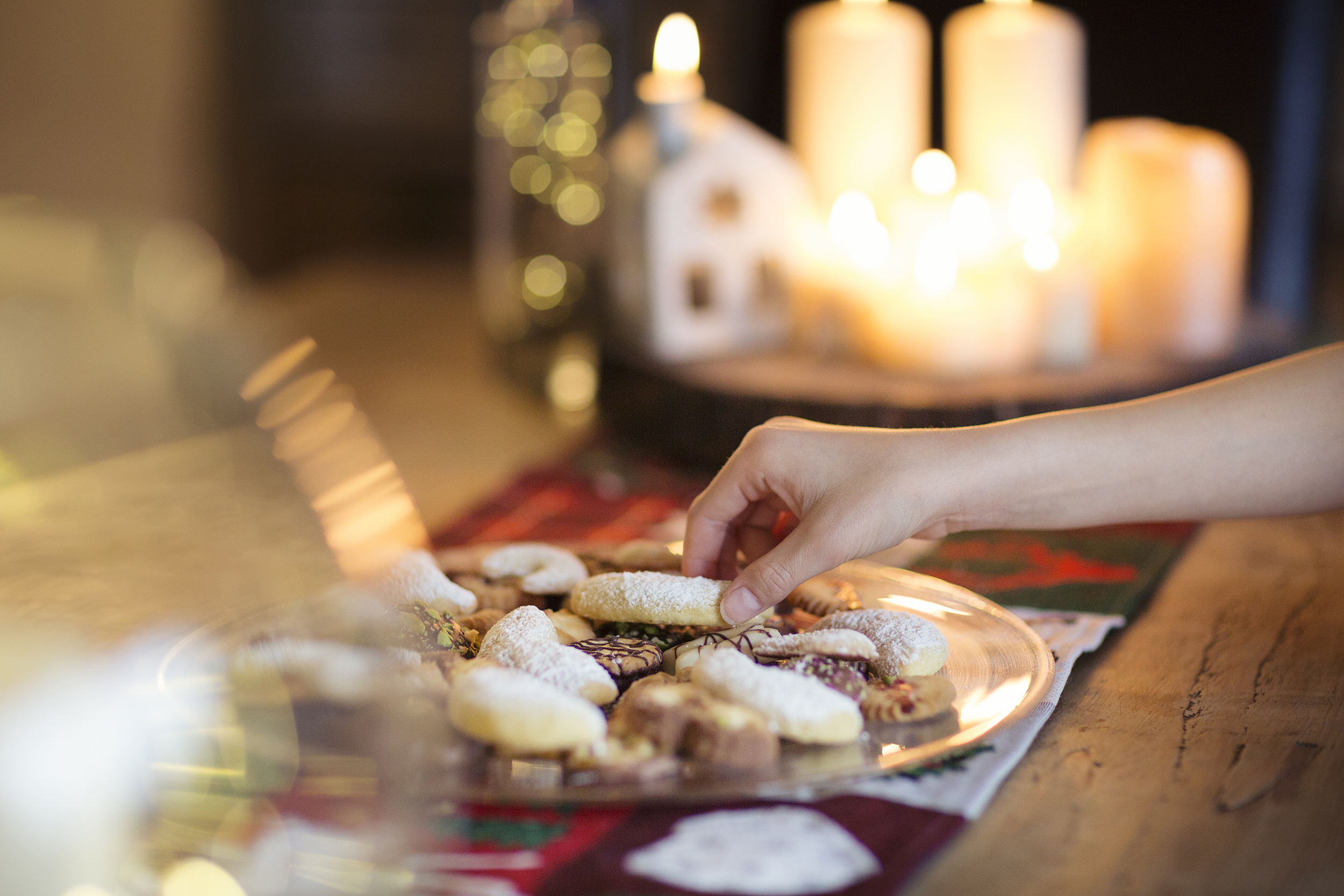 Here are some mental tricks to help you avoid holiday weight gain