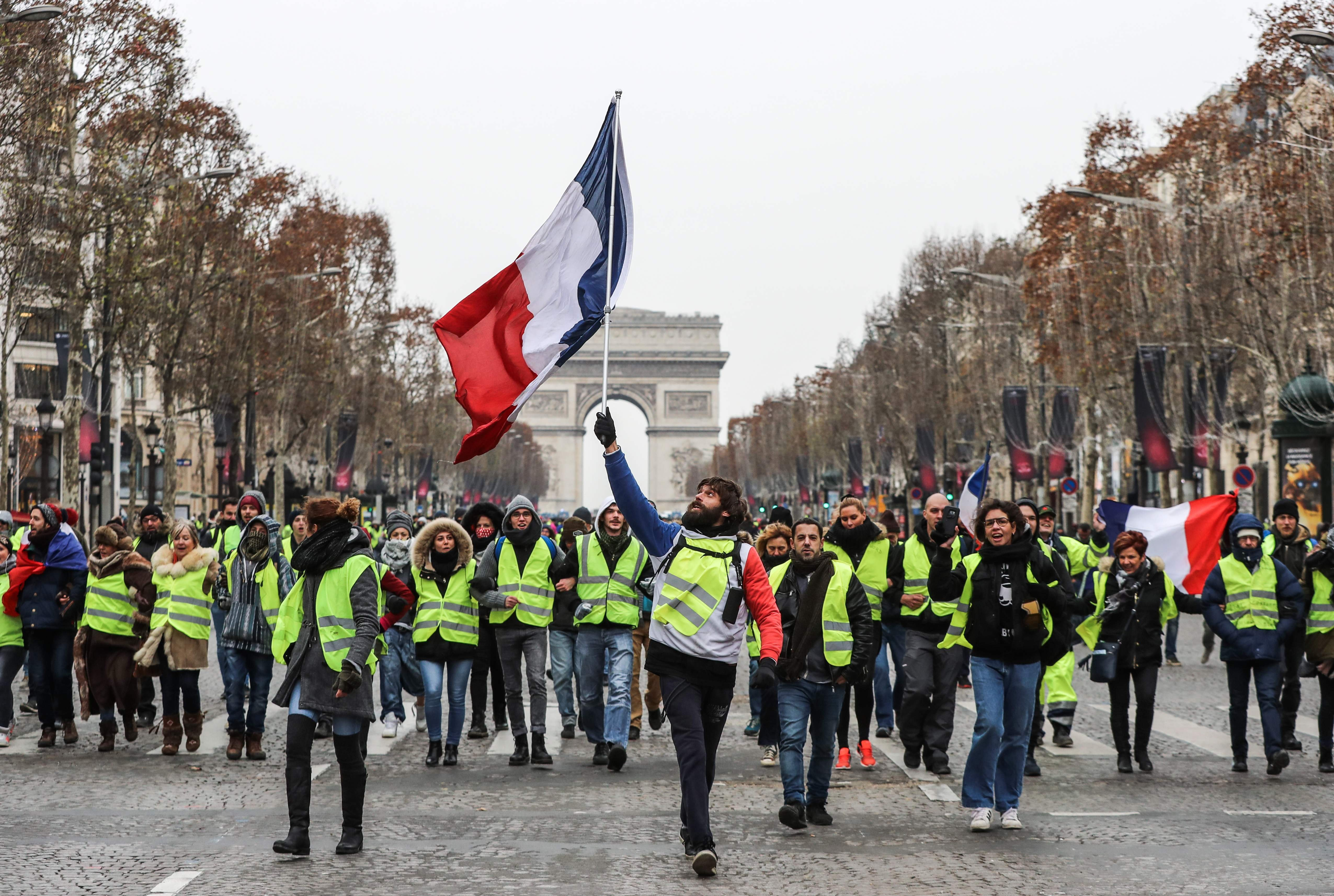 France S Yellow Vest Protesters Hit Paris Streets For Fifth Week