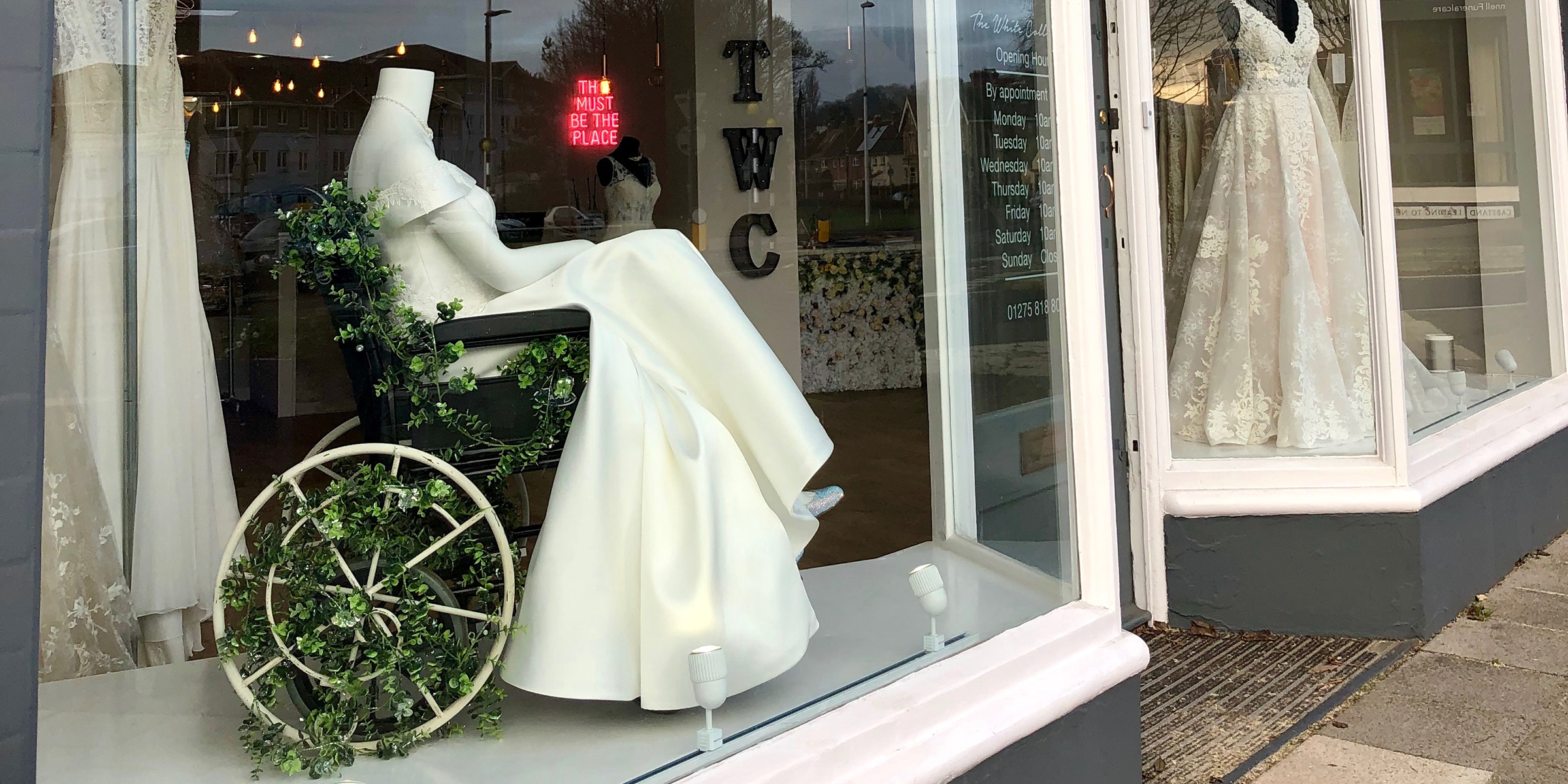 This Bridal Boutique Put A Mannequin In Wheelchair And People Love It: Wedding Dress Display Case At Reisefeber.org