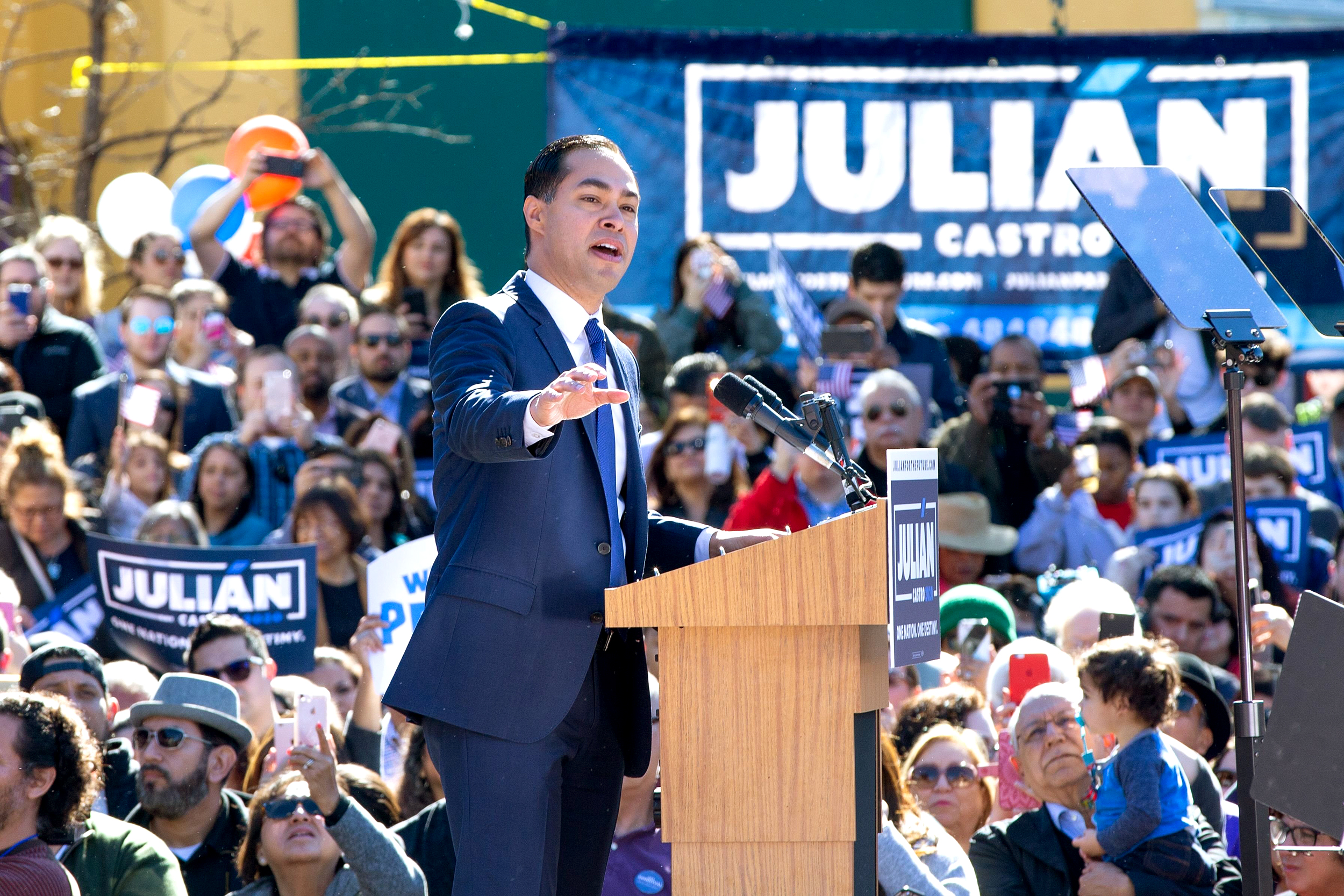 Democrat Julián Castro announces 2020 presidential bid