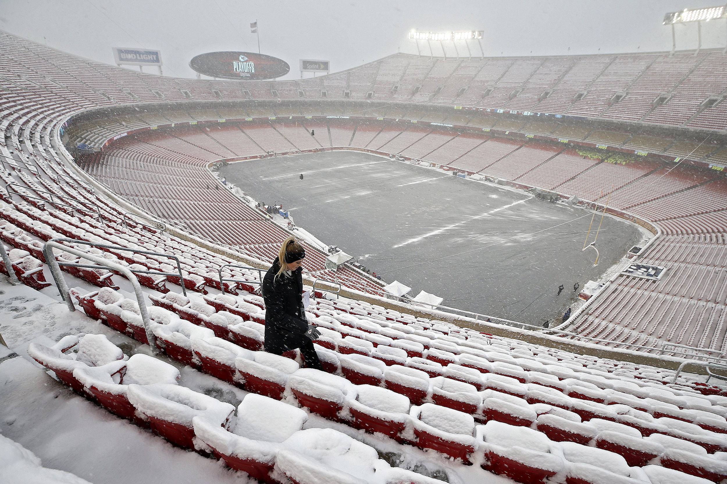 Midwest-winter-storm-snarls-traffic,-leaves-thousands-without-power