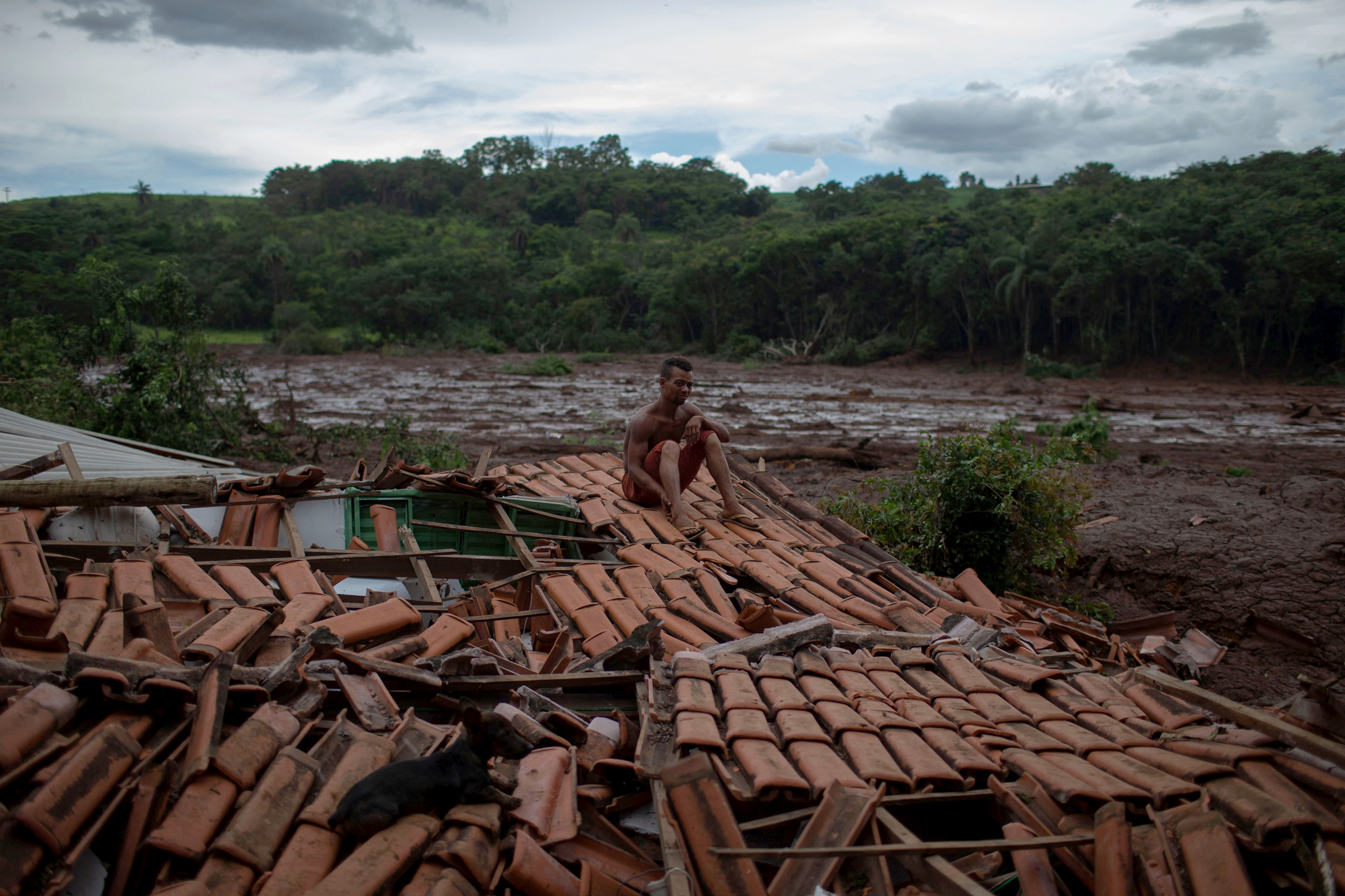 Fears that new dam could breach in Brazil prompt evacuations and halt search for hundreds missing