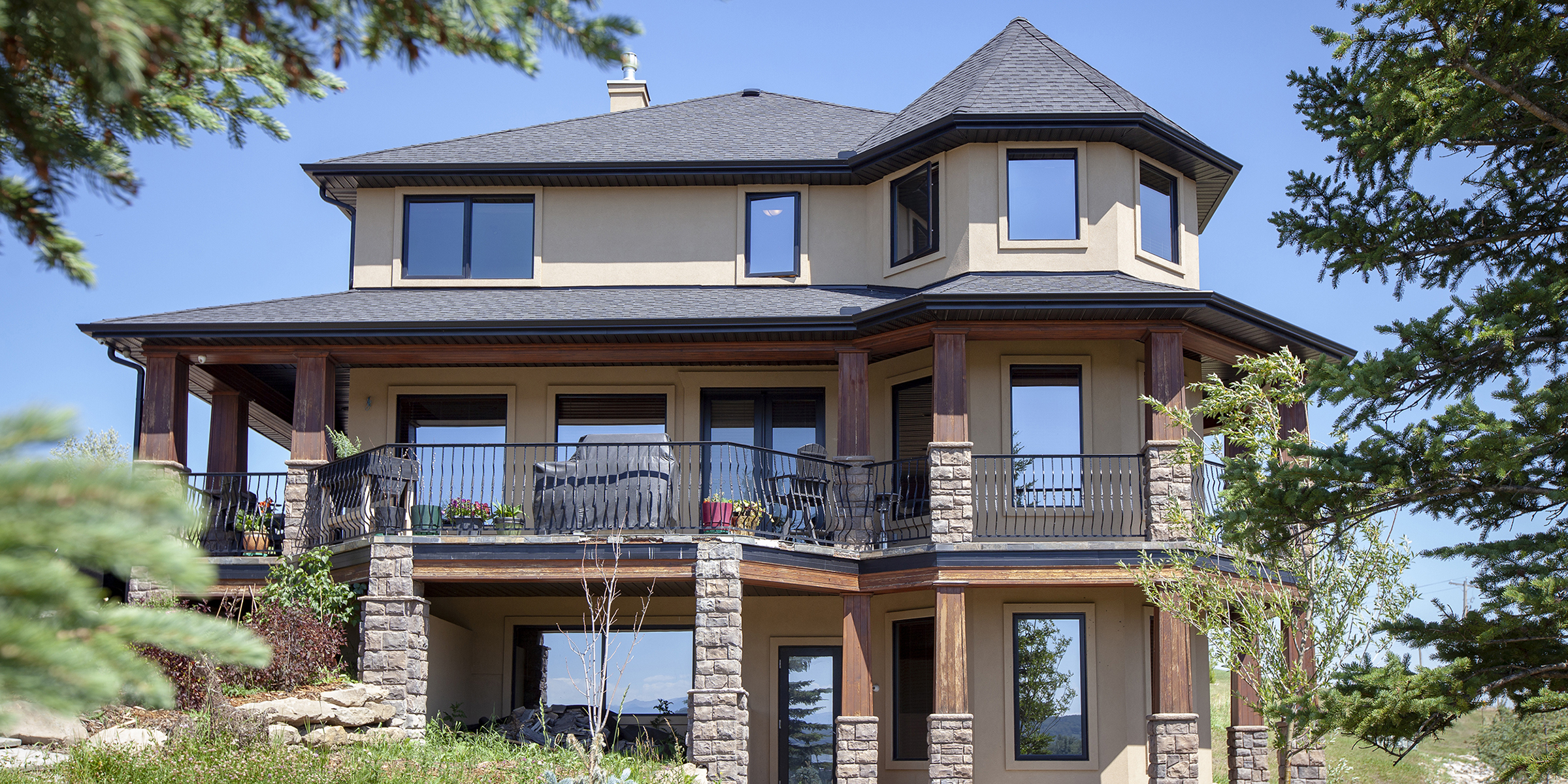 Woman Is Selling Her 1 7 Million Home In Canada For 25