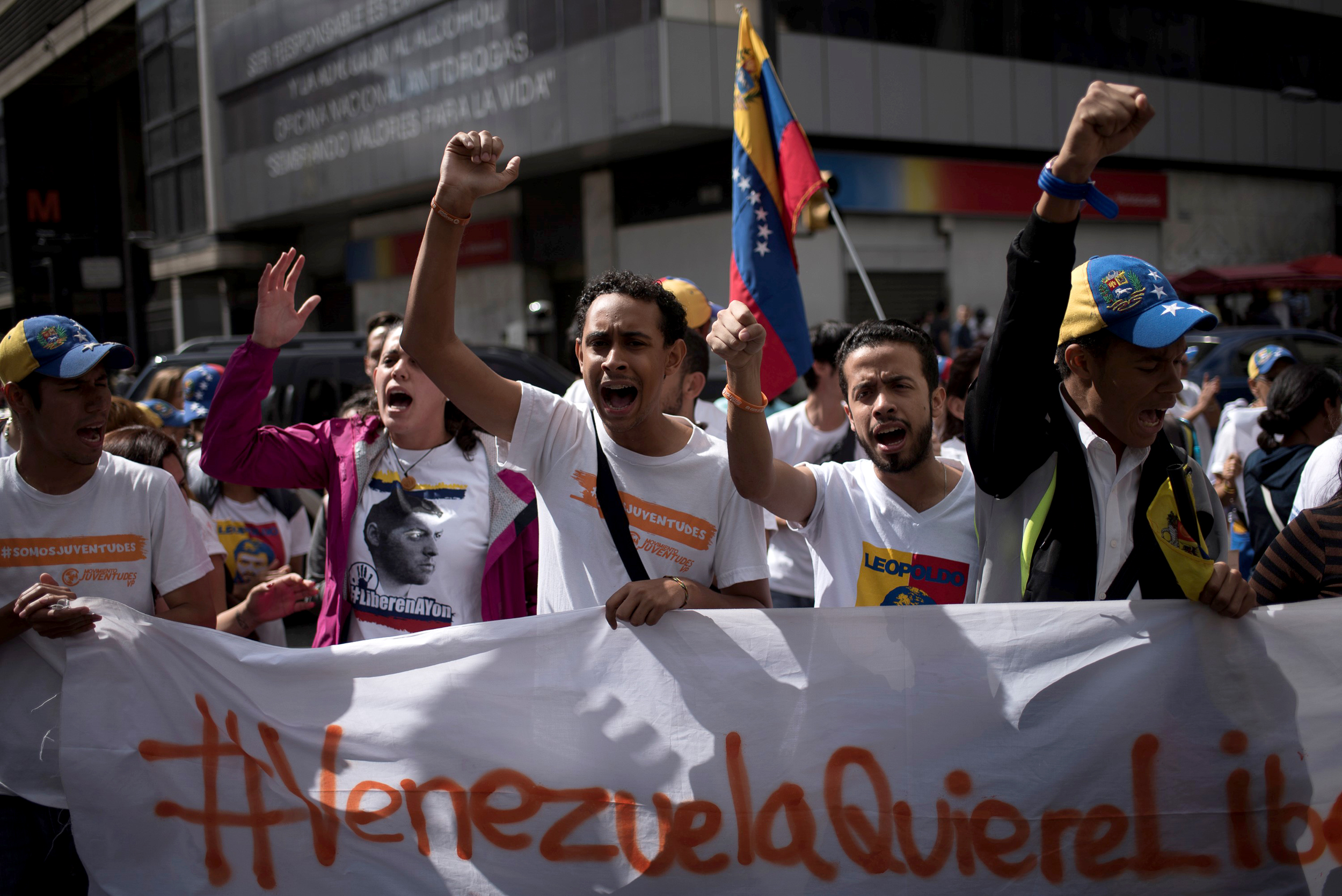 Venezuelan-students-mobilize-to-protest-Maduro-on-Youth-Day