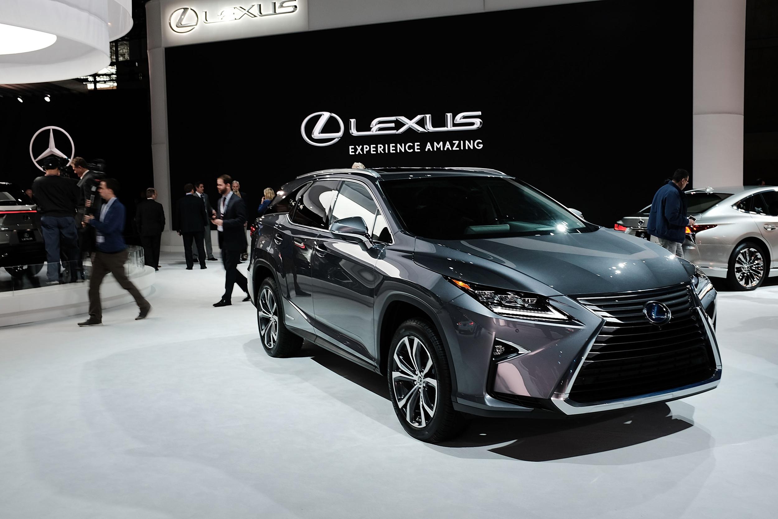 Kekurangan Toyota Luxury Spesifikasi