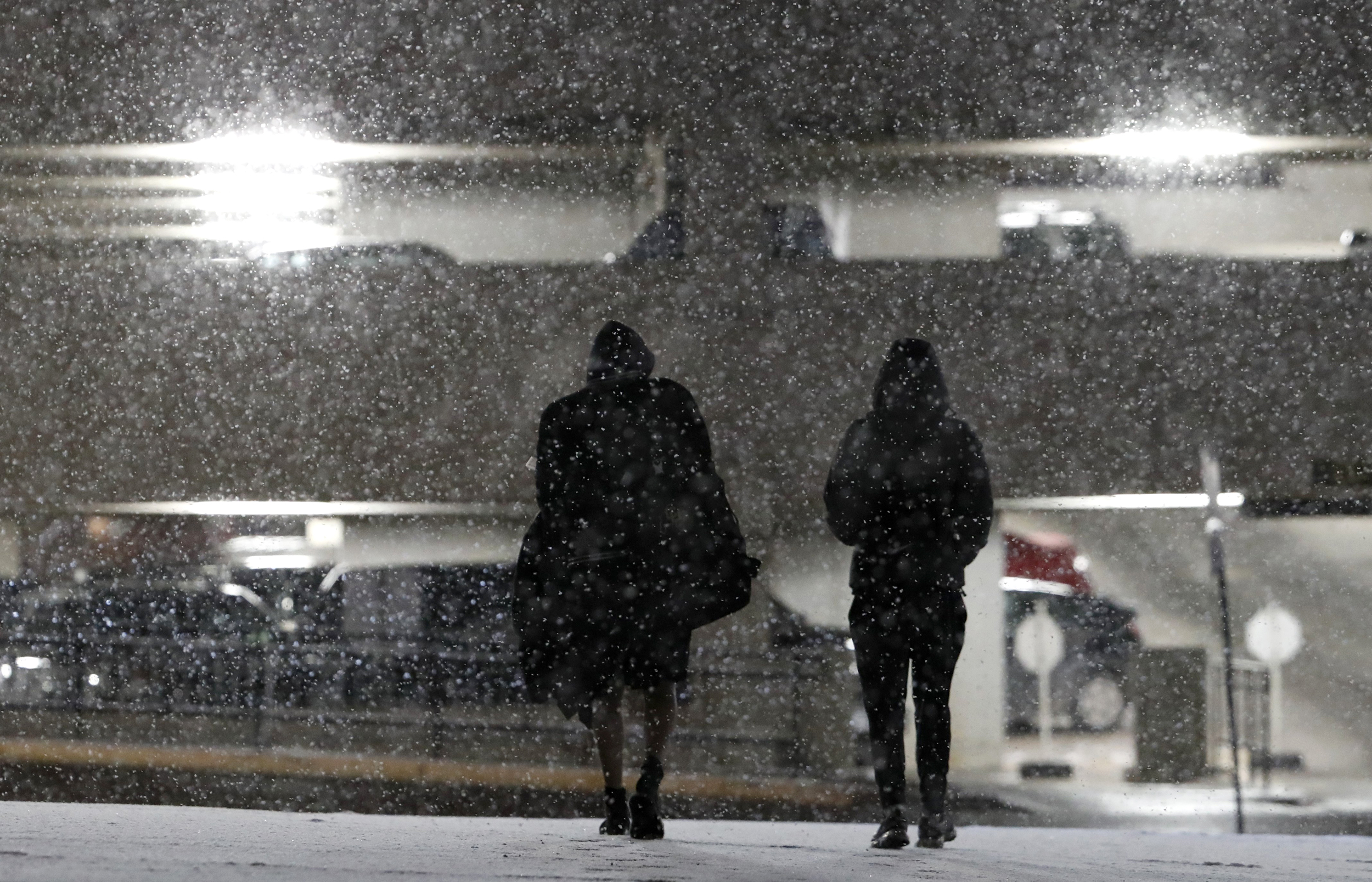 Winter storm stretching across much of U S  brings crashes