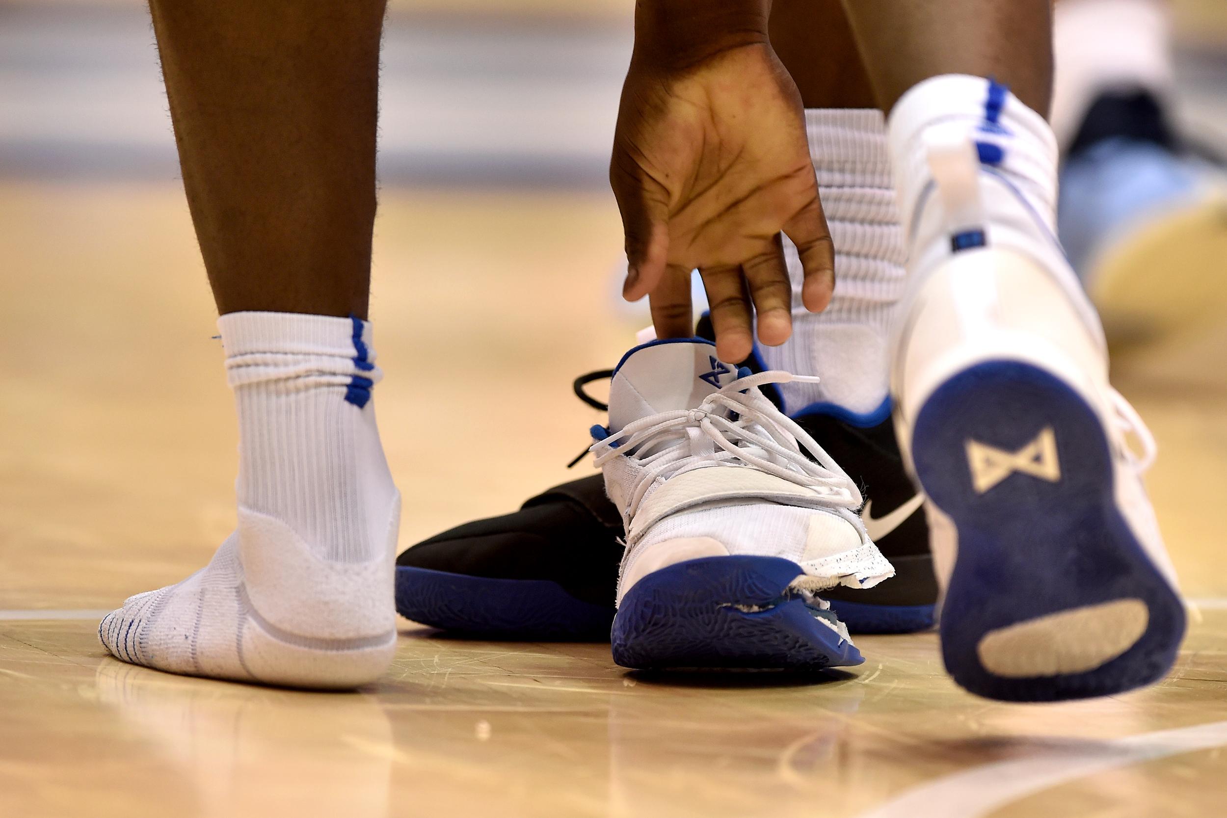 Zion Williamson sneaker malfunction