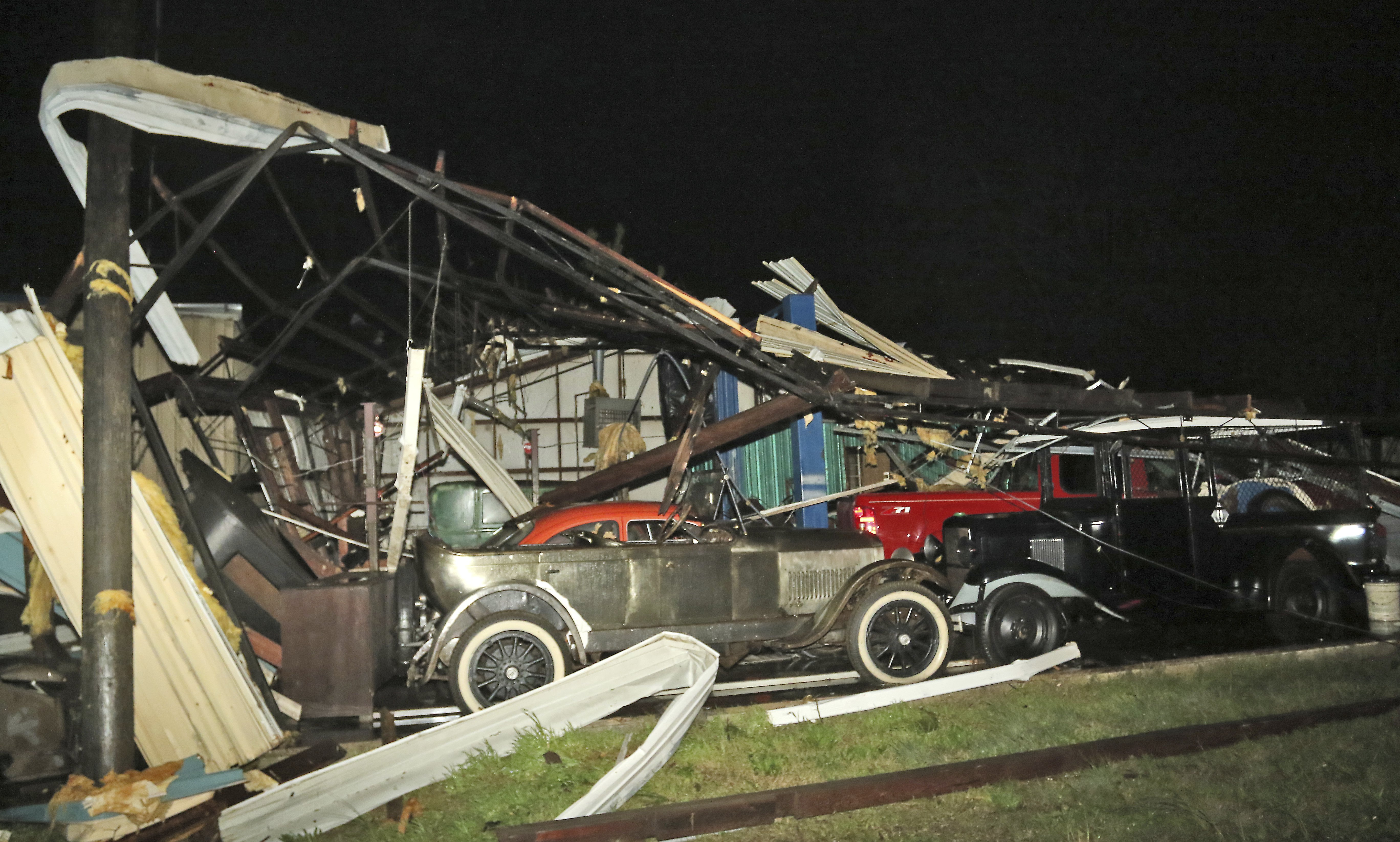 1 killed in Mississippi tornado as storms drench the South