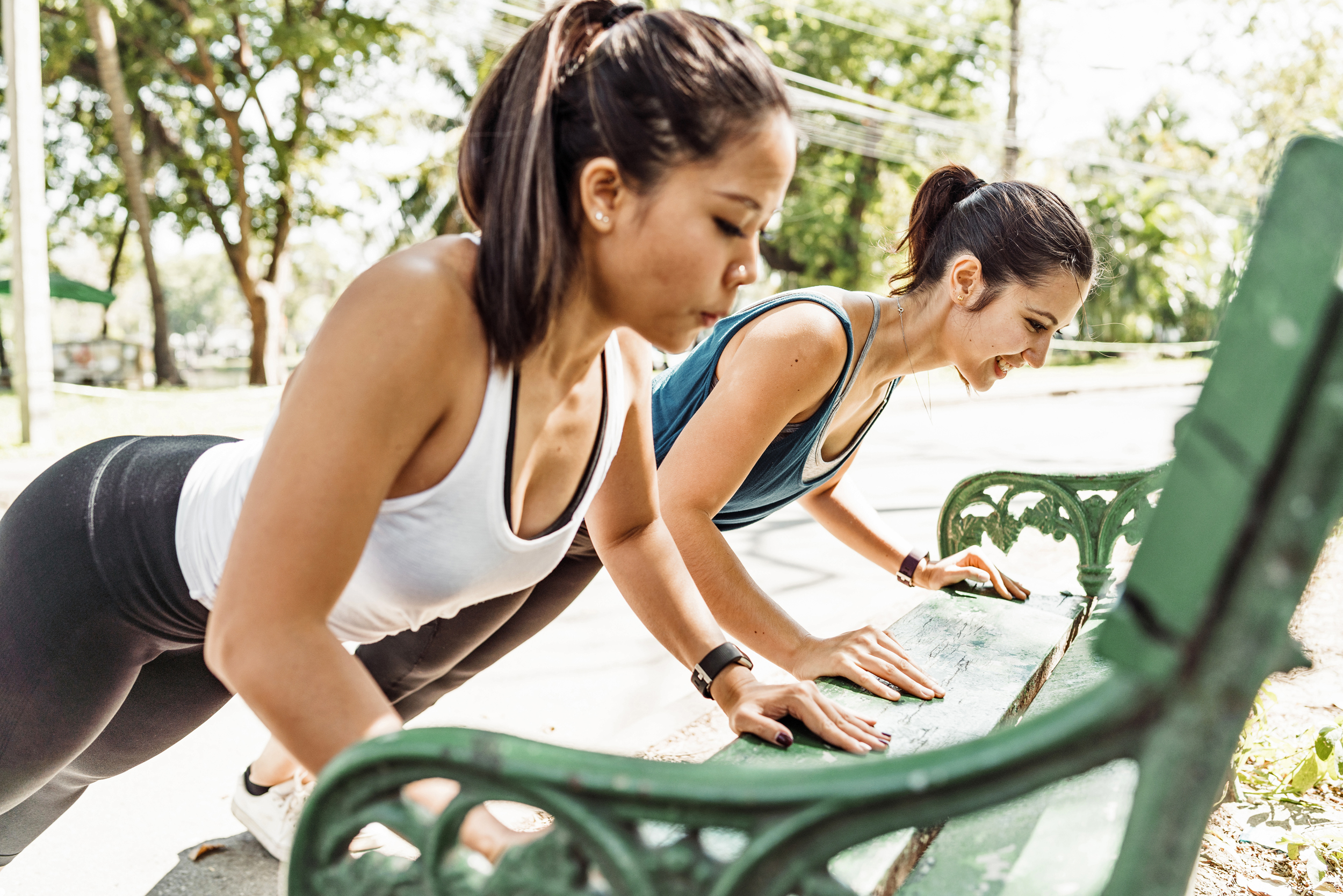 Tips and stretches to reduce wrist and shoulder pain when working out