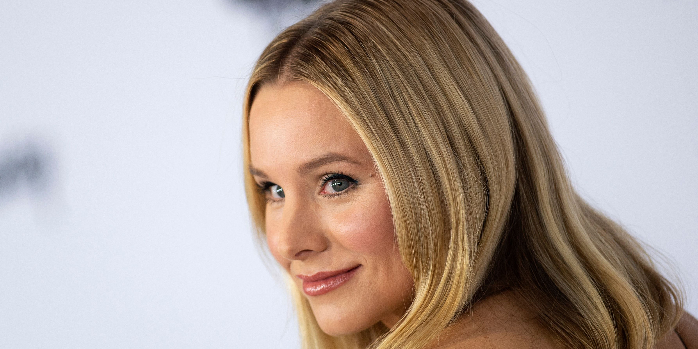 Kristen Bell shows off her chic haircut in stunning selfie