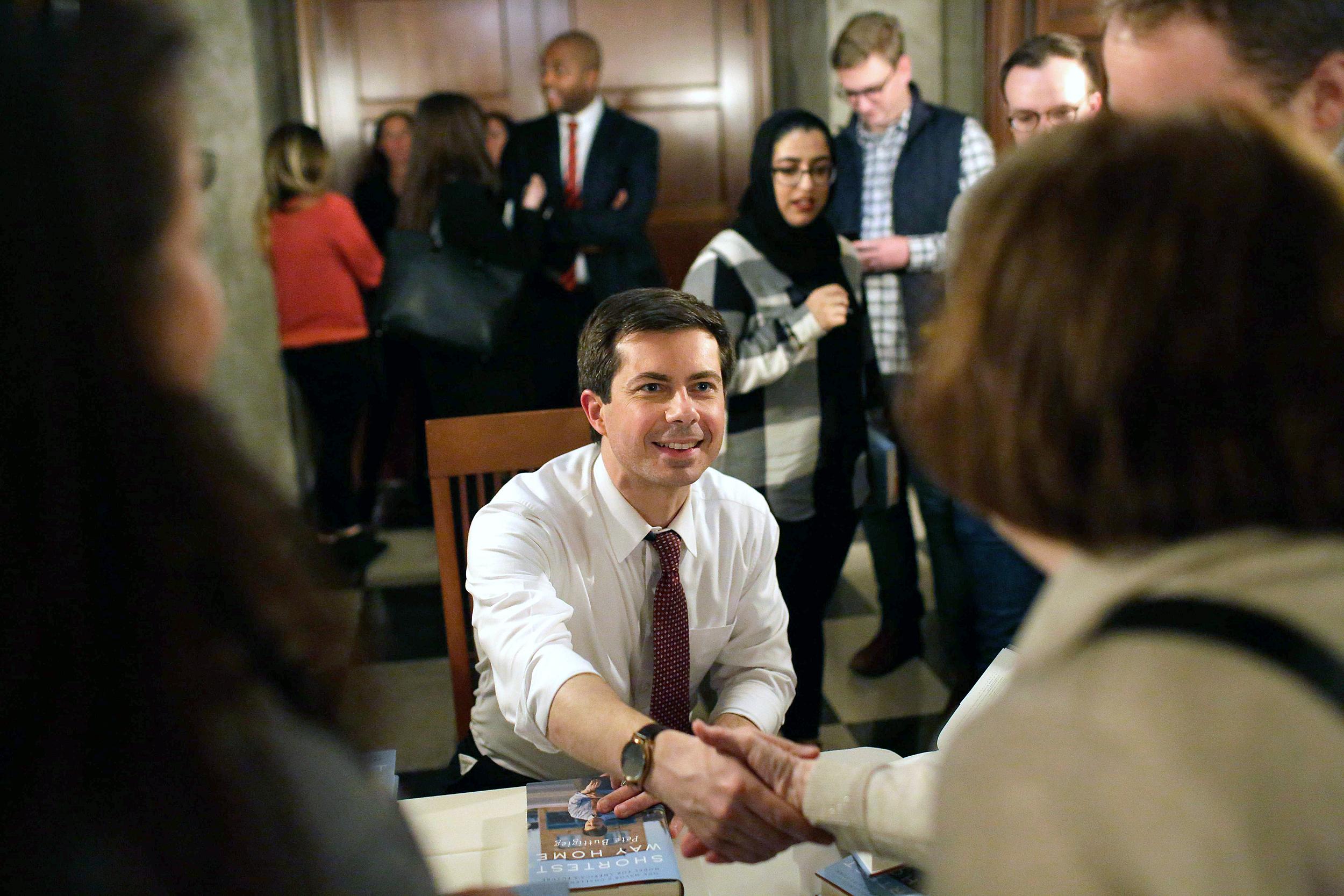 Democratic presidential hopefuls to participate in LGBTQ debate this fall