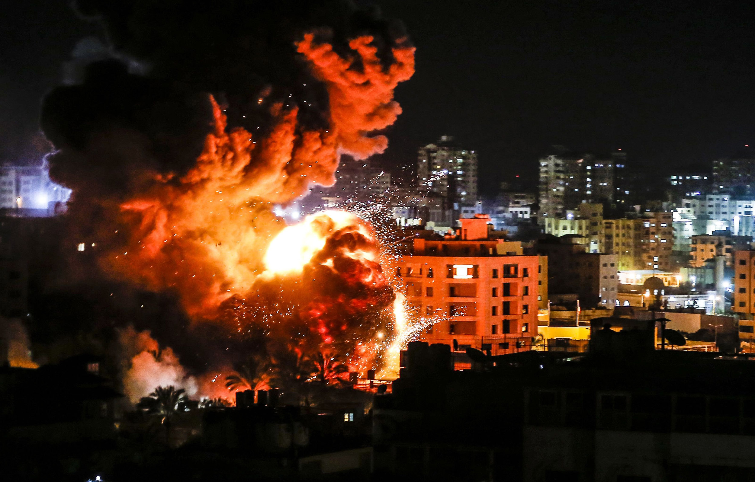 Gaza tense after Israel, Hamas exchange heavy fire overnight