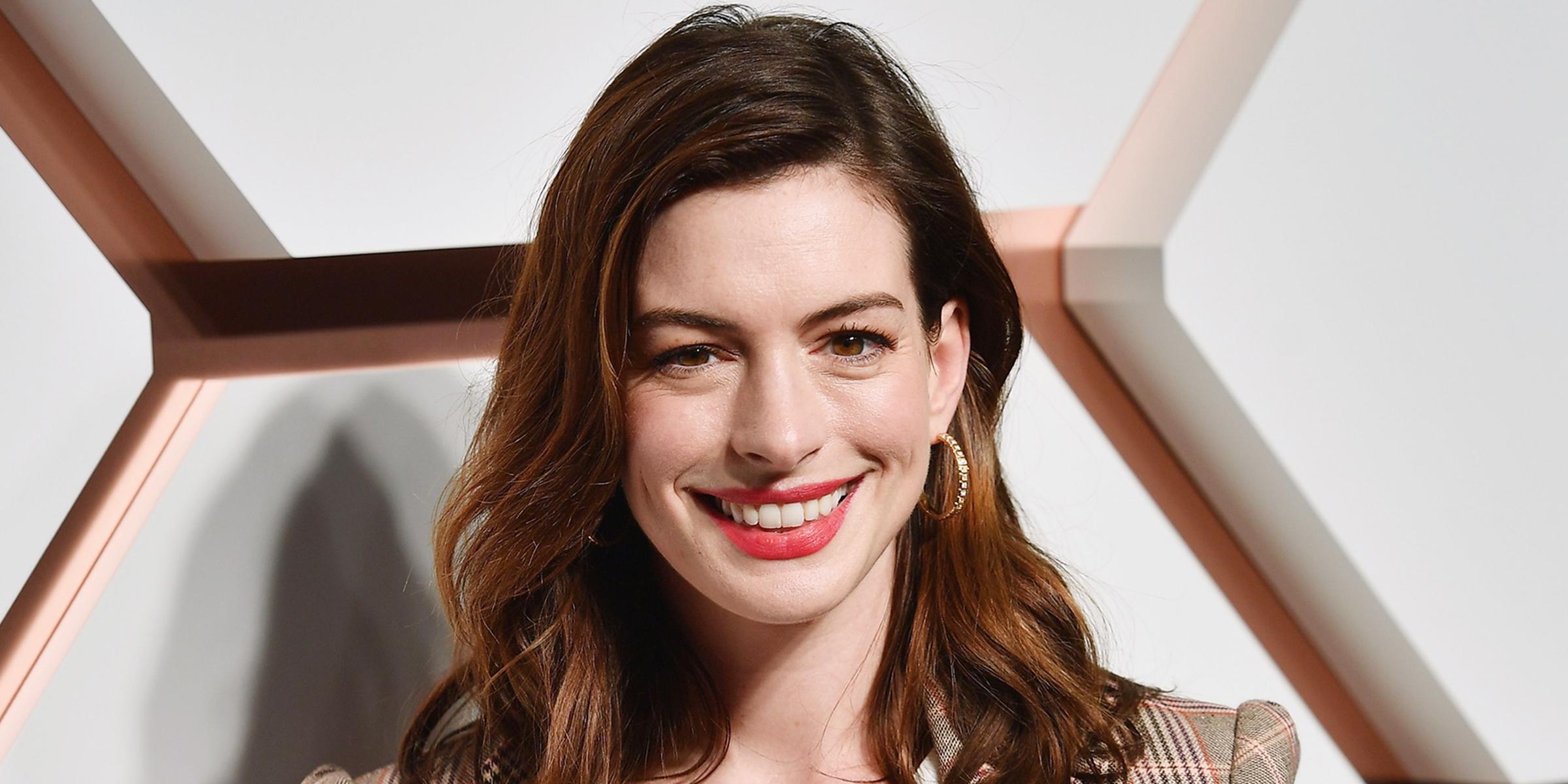 Anne Hathaway Just Put A Modern Twist On The Shag Haircut