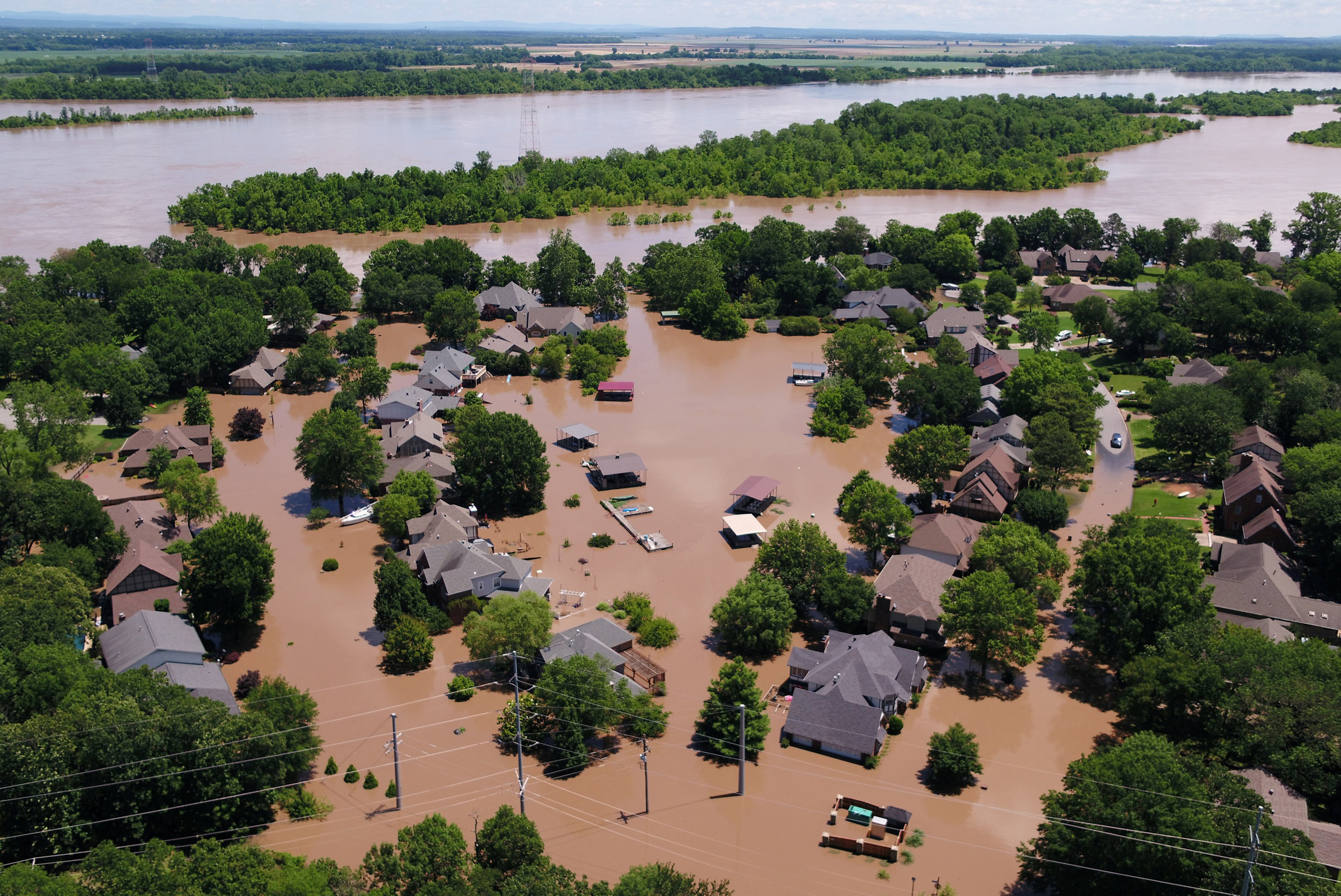 Levee breach in Arkansas prompts evacuation