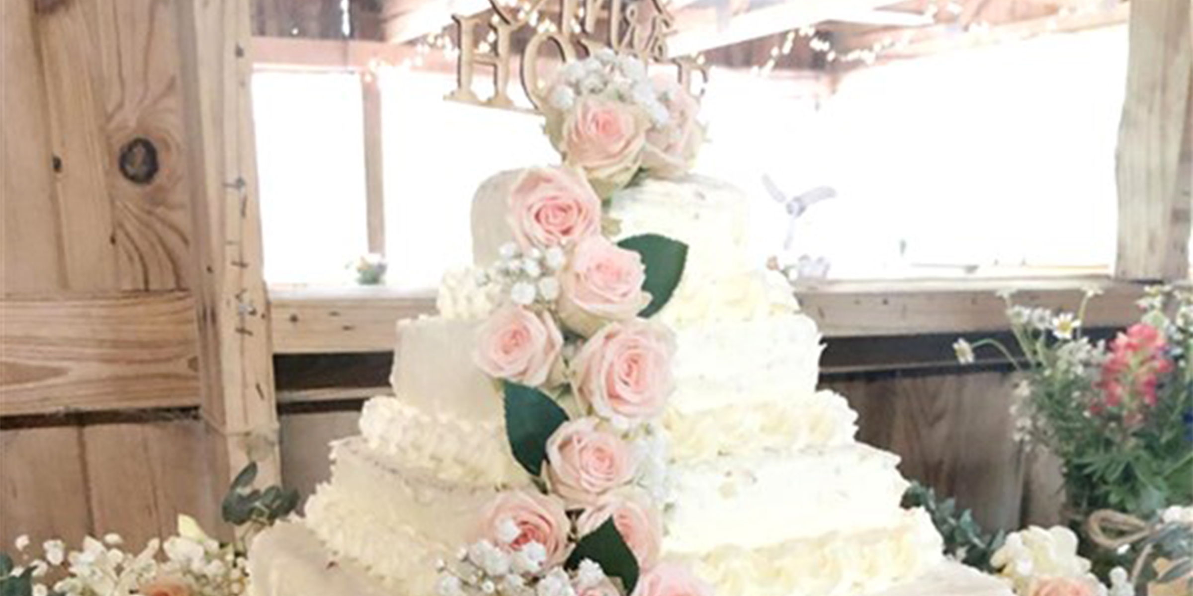 A bride\u0027s brother turned Costco cakes into a whimsical