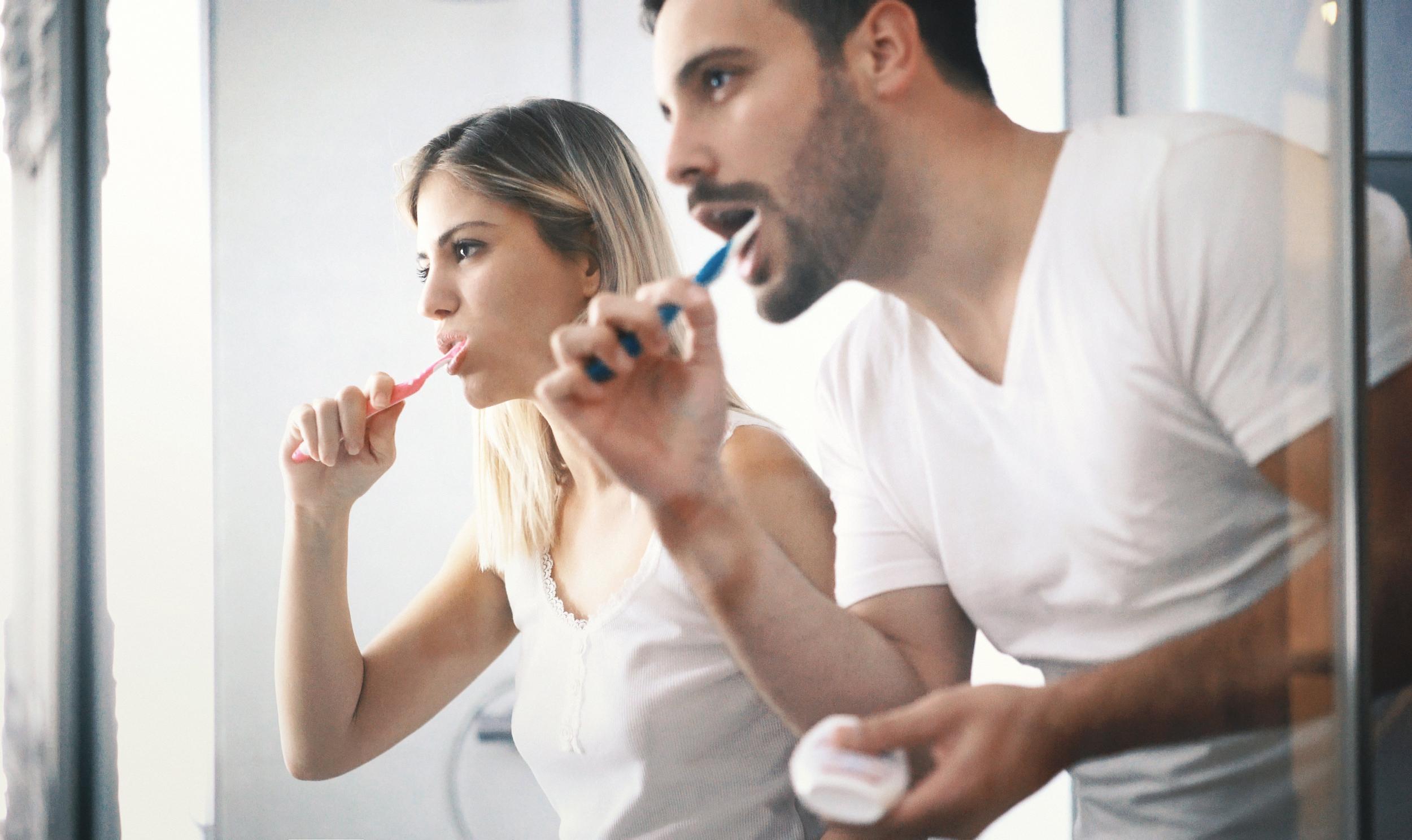 كيفية التخلص من اصفرار الأسنان