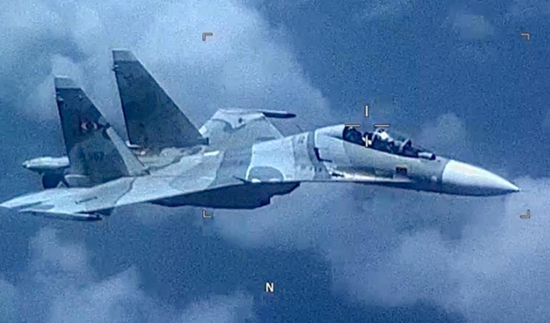 Video-shows-Venezuelan-fighter-jet-'aggressively-shadowed'-U.S.-aircraft