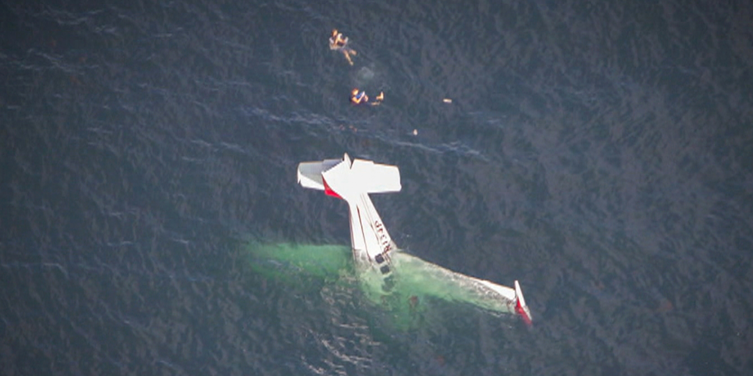 2 people rescued after plane crashes into ocean — see the terrifying video