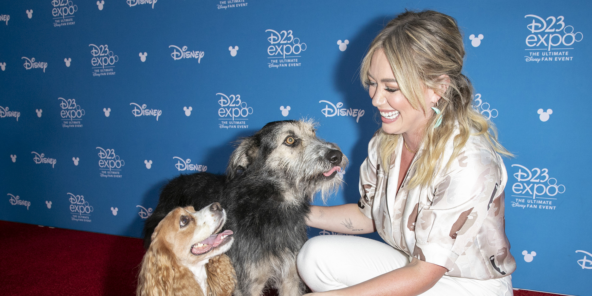 Lady And The Tramp Pups Hit The Red Carpet And Smooch Hilary Duff In Cute Pics