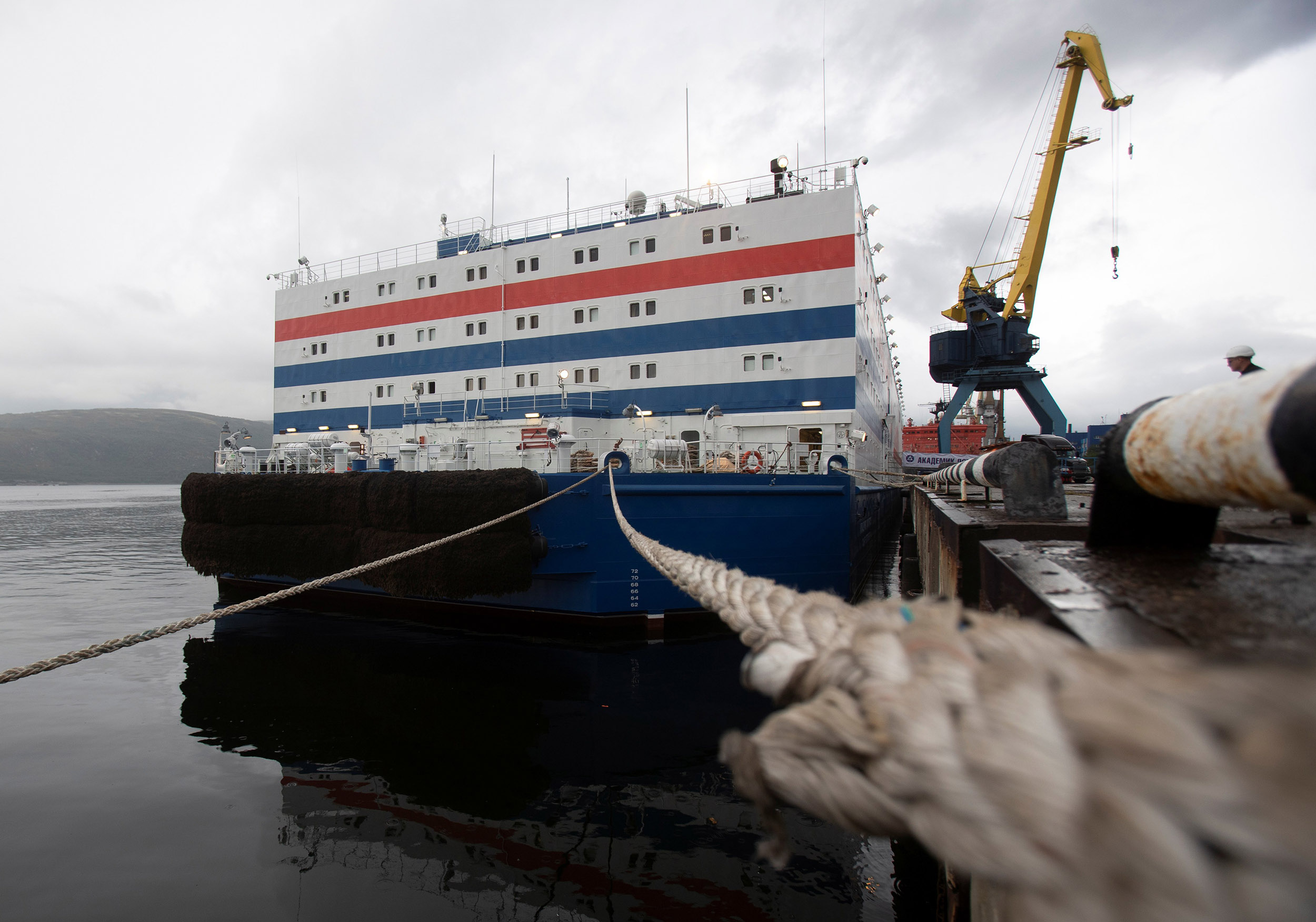 Russia's-'floating-Chernobyl'-nuclear-plant-begins-voyage-north