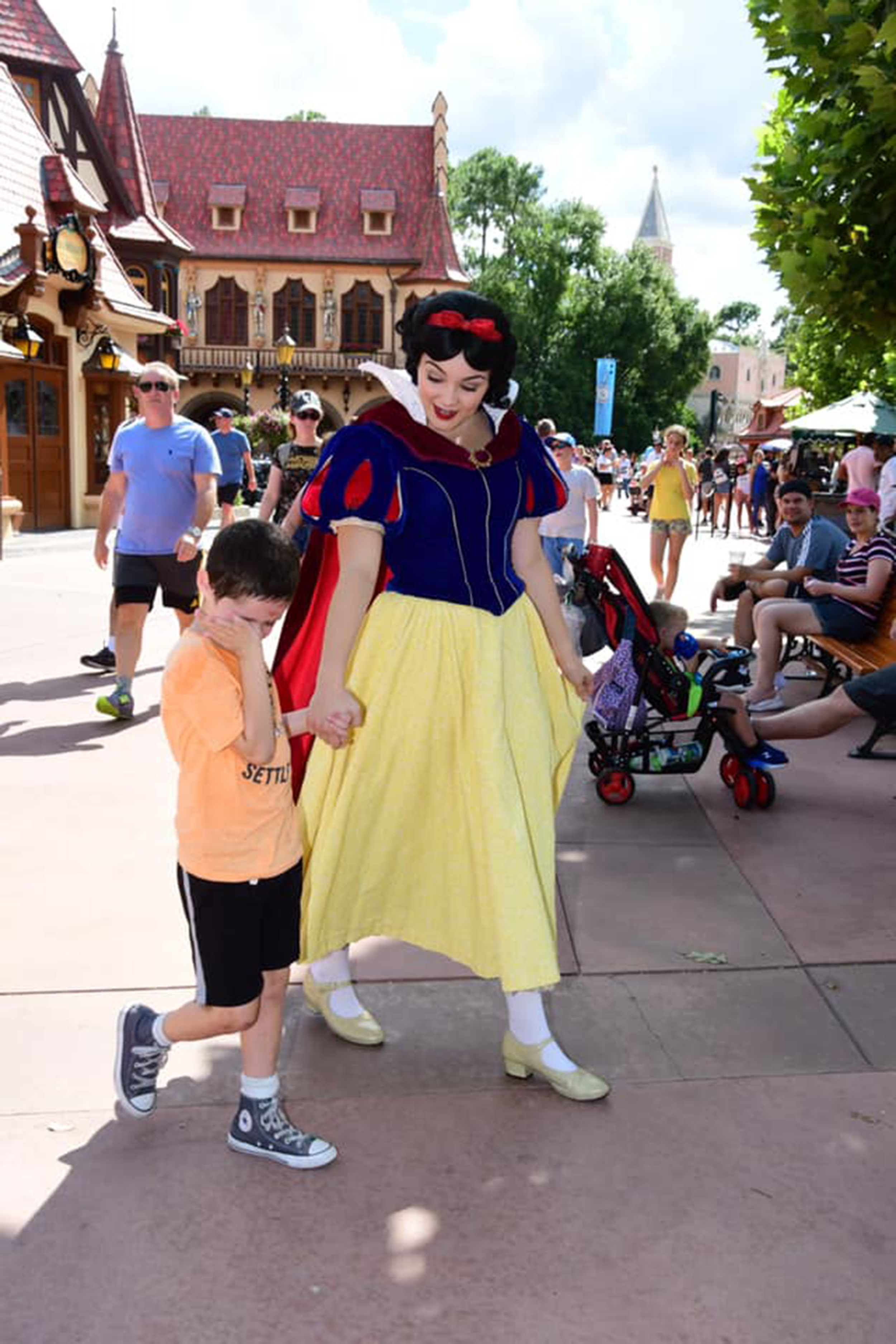 Snow White soothes little boy
