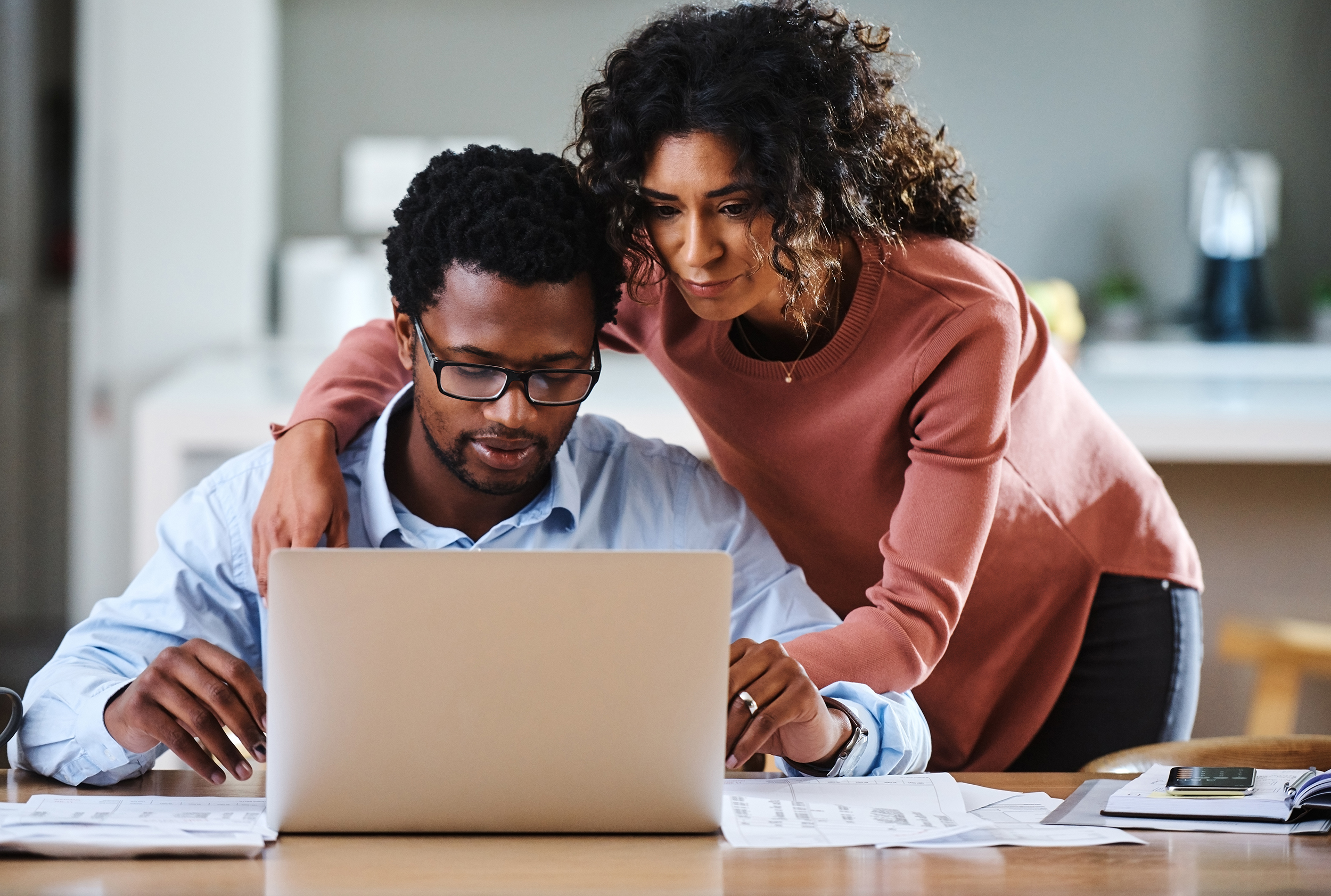 How-to-avoid-problems-when-one-spouse-handles-all-the-money