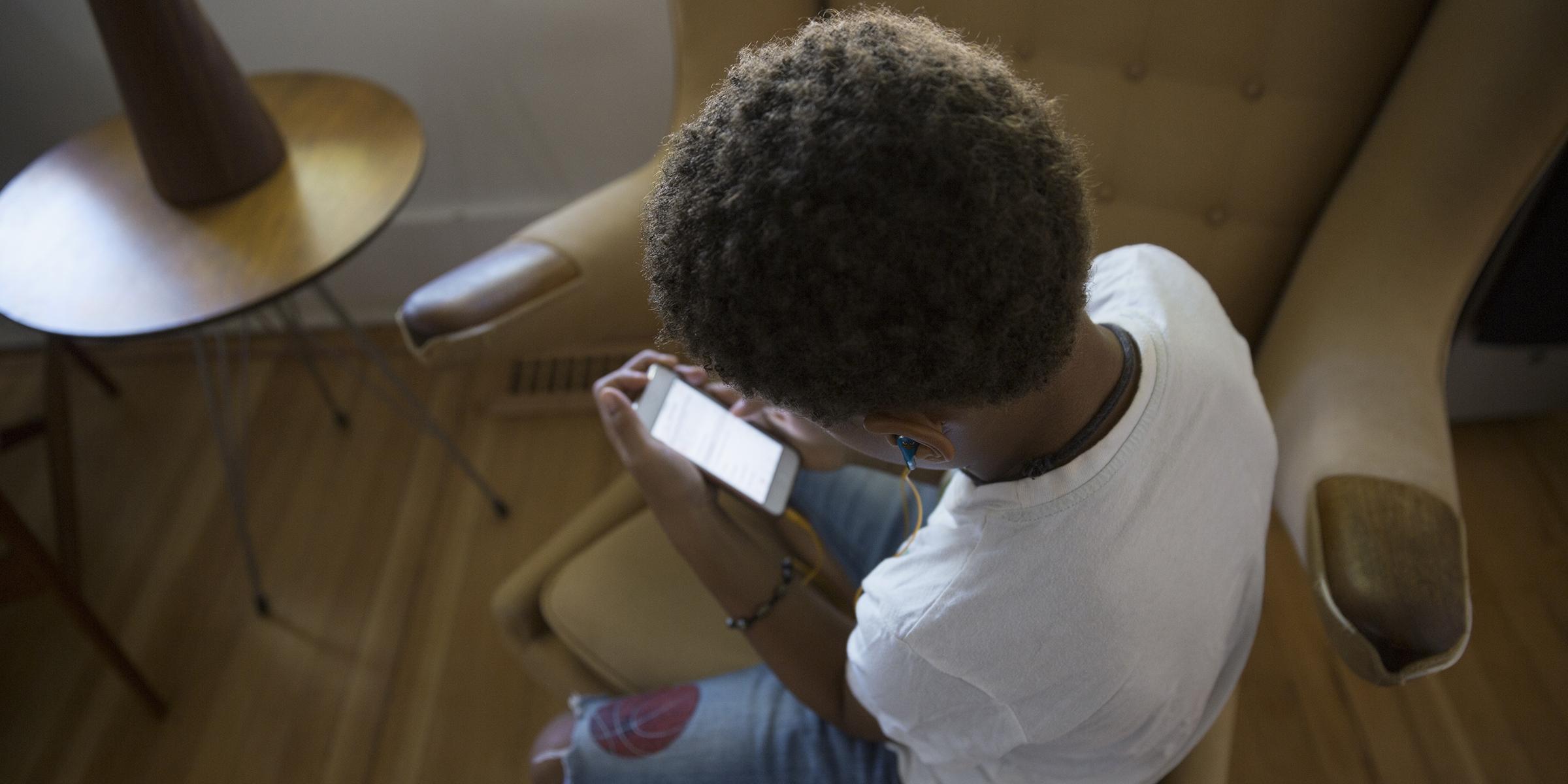 Cyberbullying: Mom credits Bark app for saving teen's life
