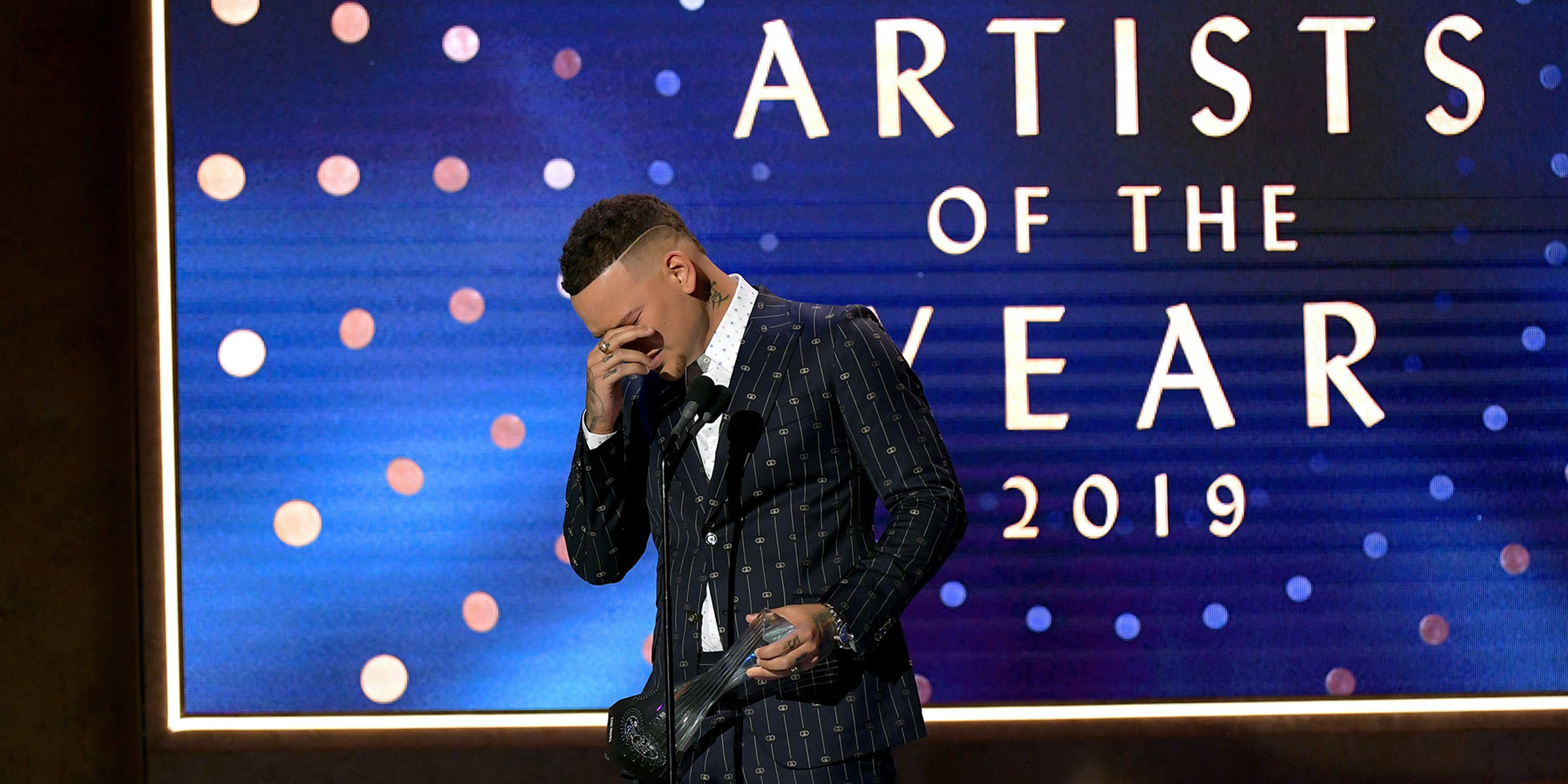 Kane Brown fights back tears as he honors late drummer at CMT awards ceremony
