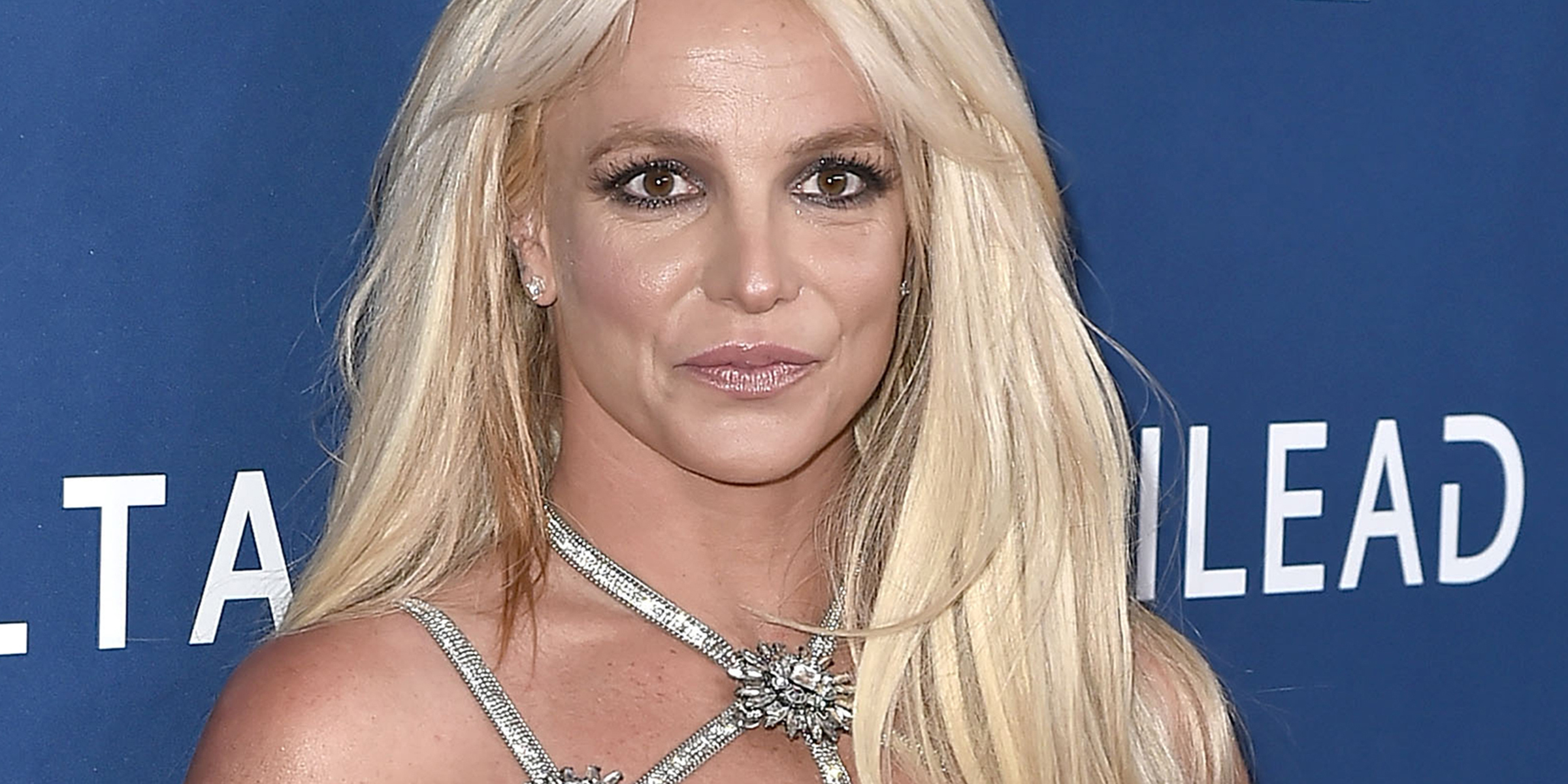 Britney Spears says 'self-esteem problems' cause her to slouch