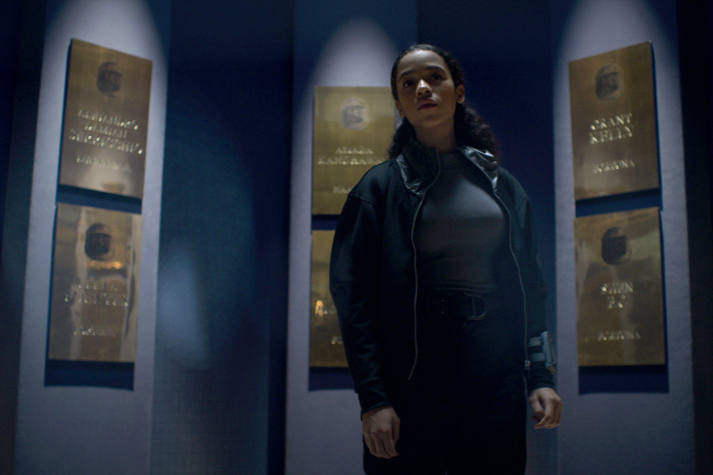 Netflix S Lost In Space Season 2 Uses Strong Female Characters