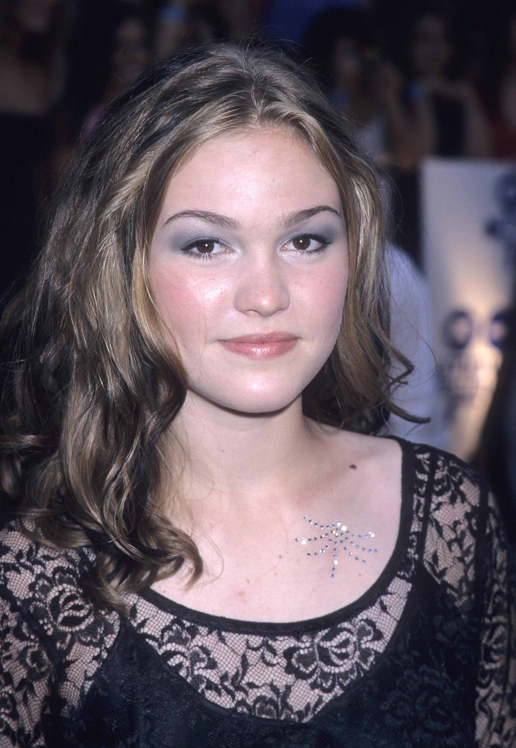 This Was A Choice Julia Stiles Looks Back On Past Red Carpet Fashions