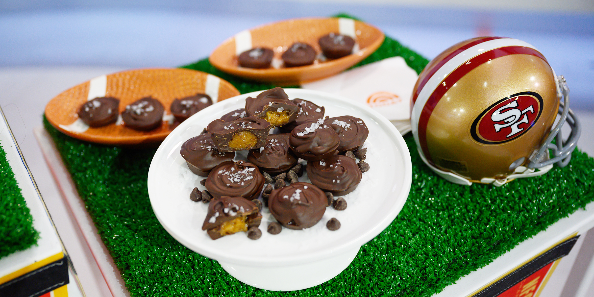 Ina Garten Bobby Flay And Valerie Bertinelli Share Their Favorite Super Bowl Foods Today Com