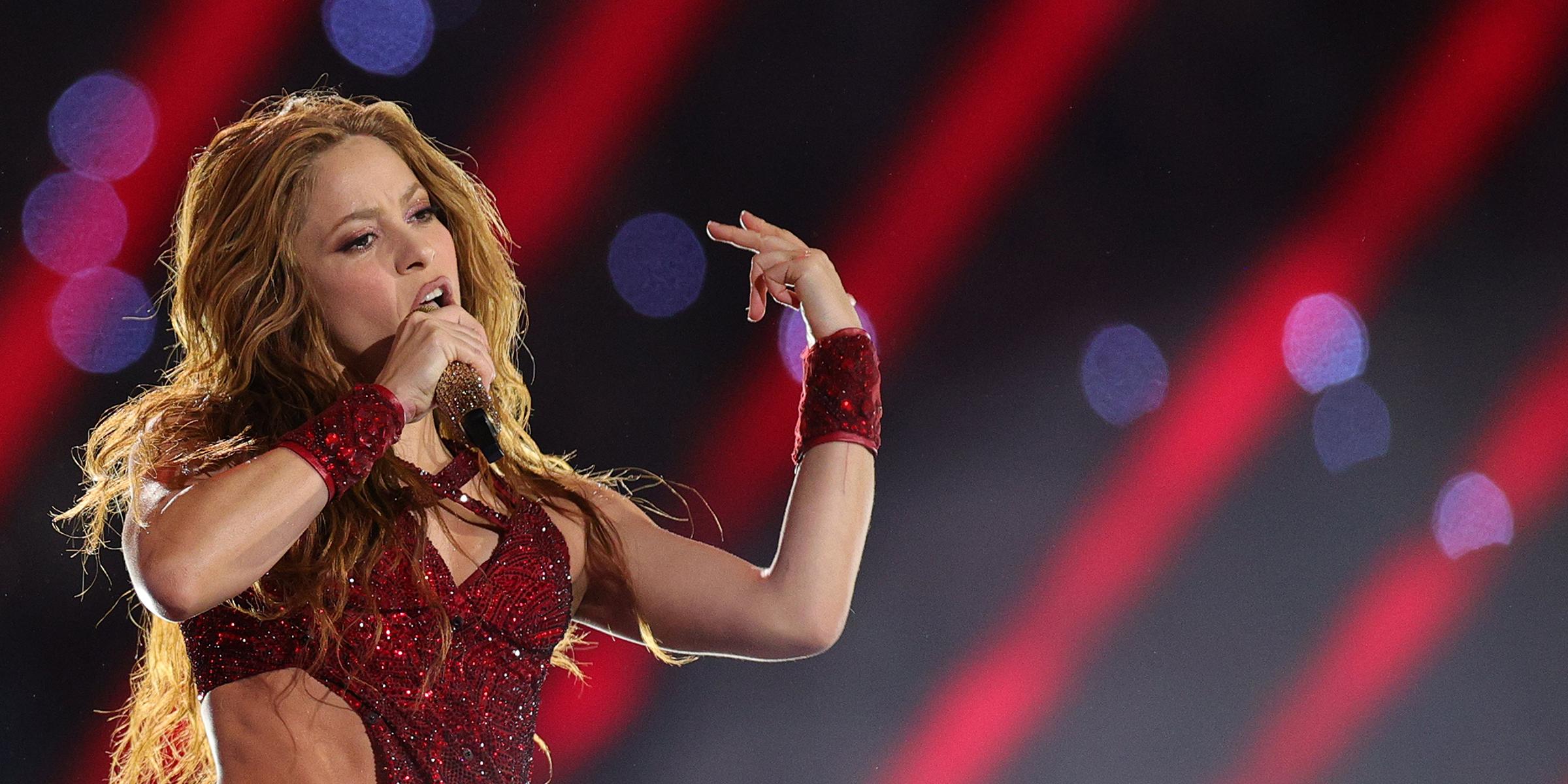 Super Bowl Halftime Show Shakira S Tongue Flip Goes Viral