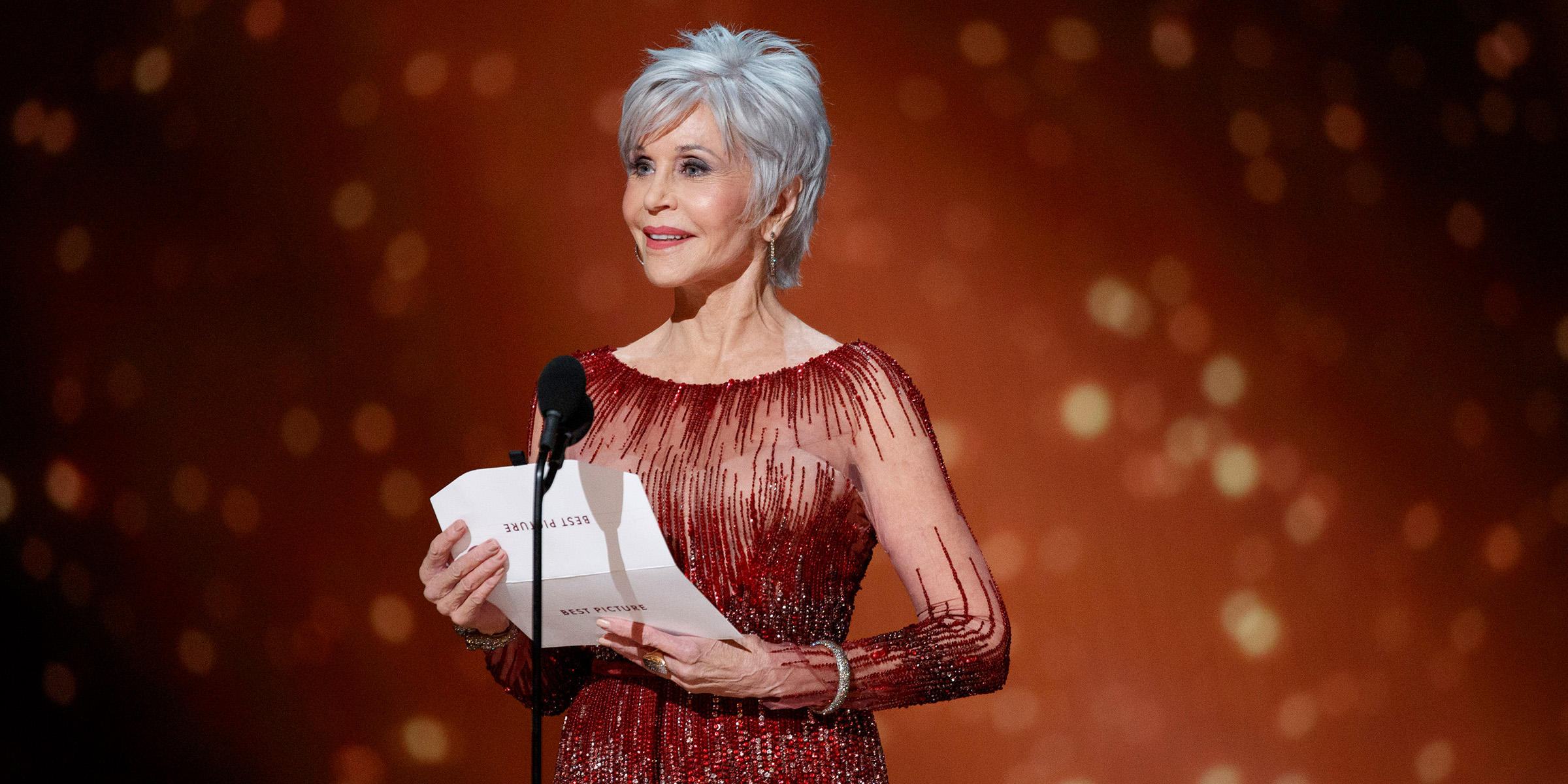 Jane Fonda Is Embracing A New Look At The Oscars Her Gray Hair