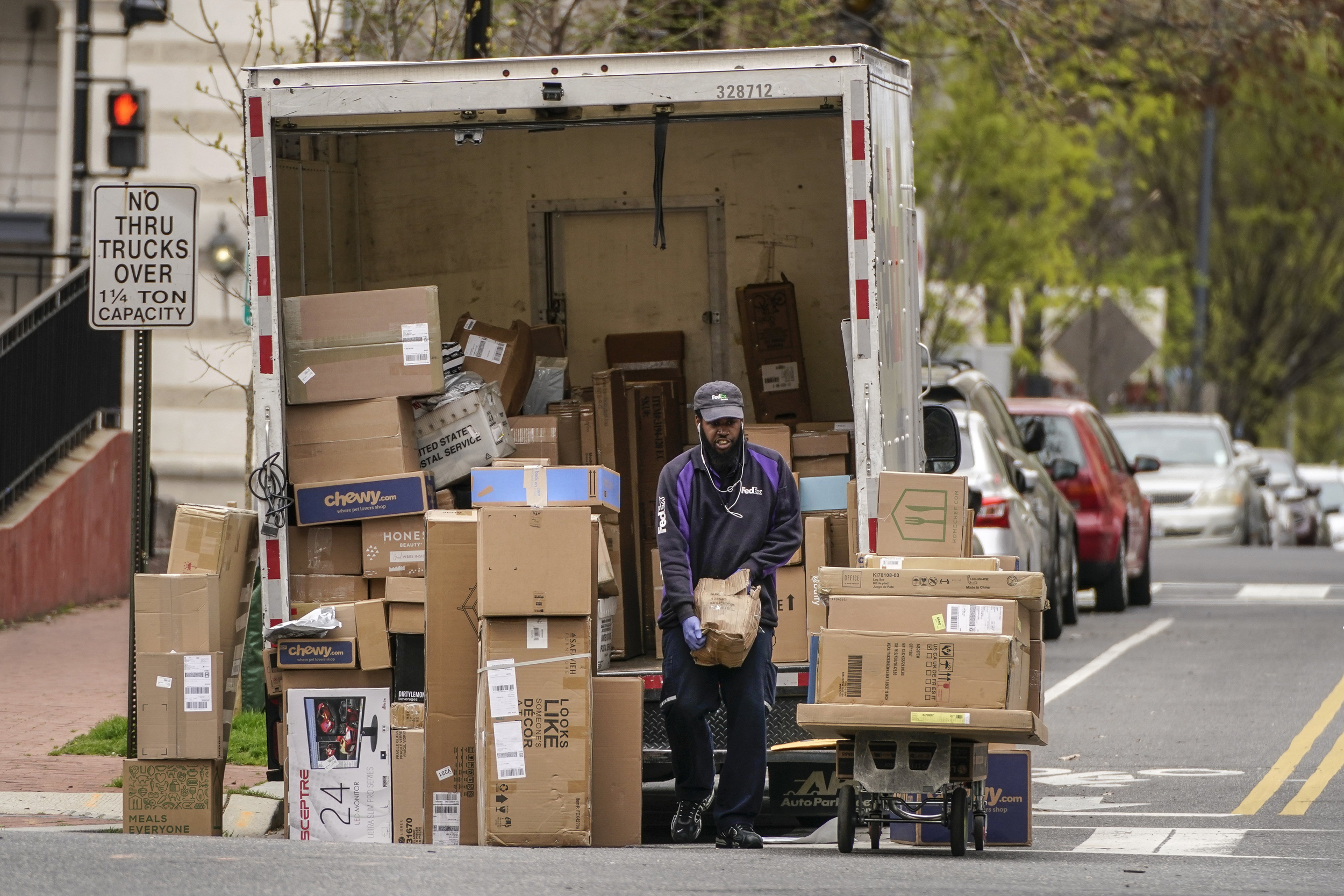 Fedex Drivers Say They Re Not Getting Coronavirus Protections Other Delivery Workers Receive