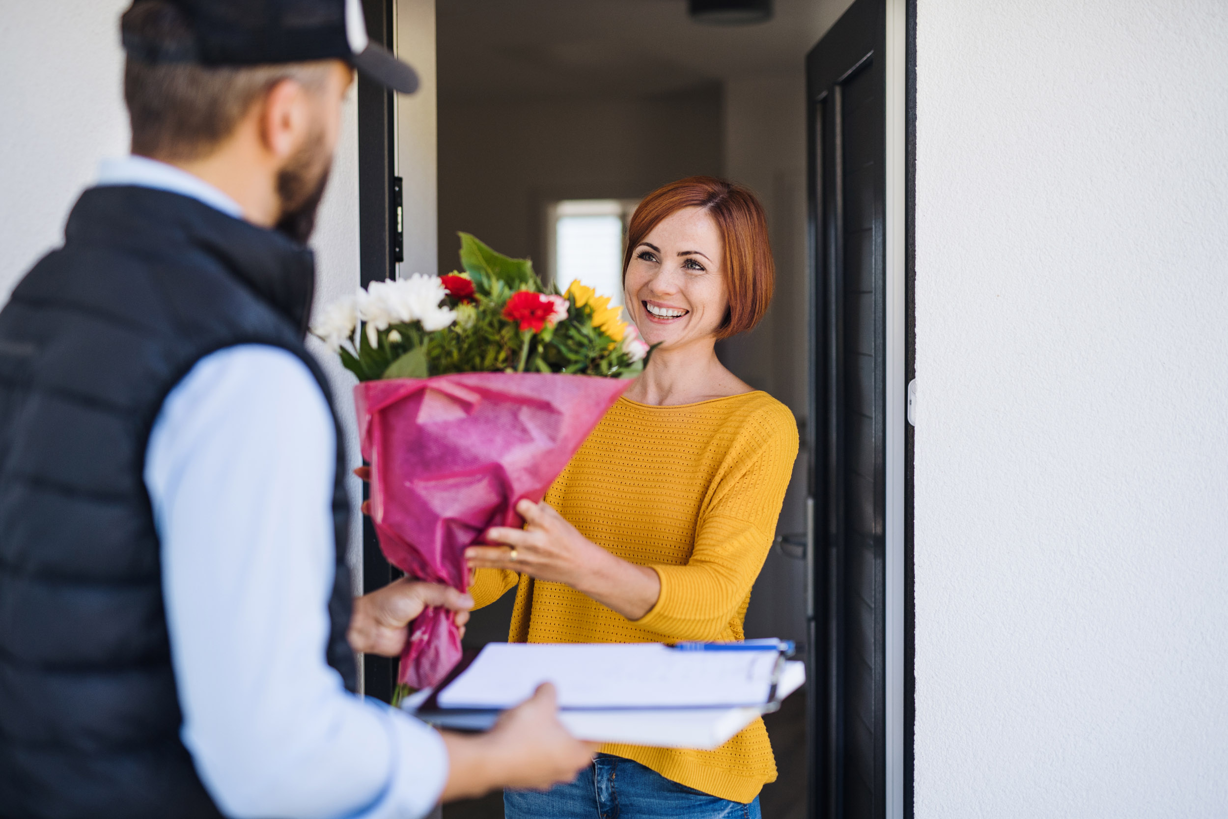 16 Best Flower Bouquets Available For Delivery